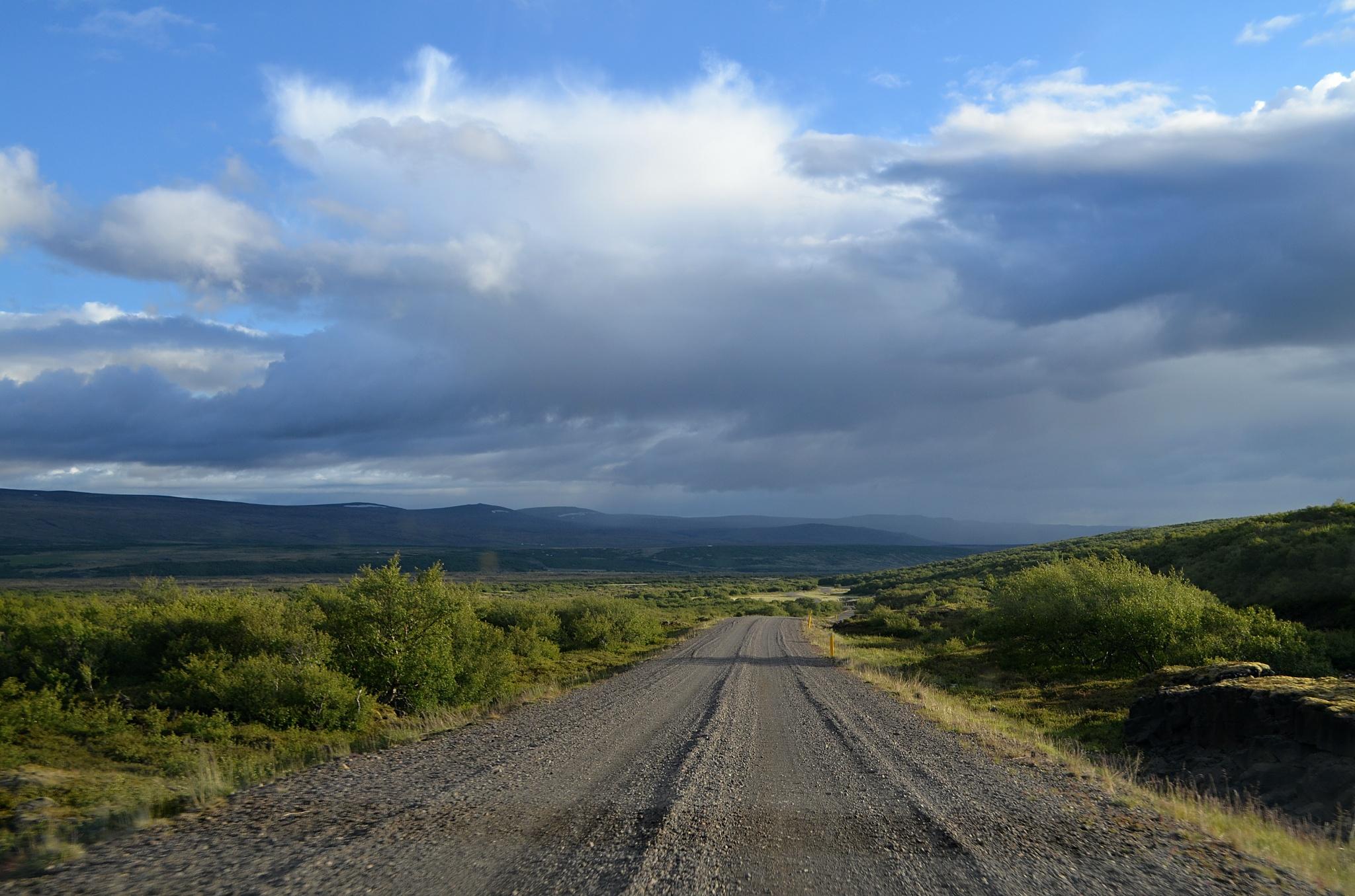 Typická štěrková silnice