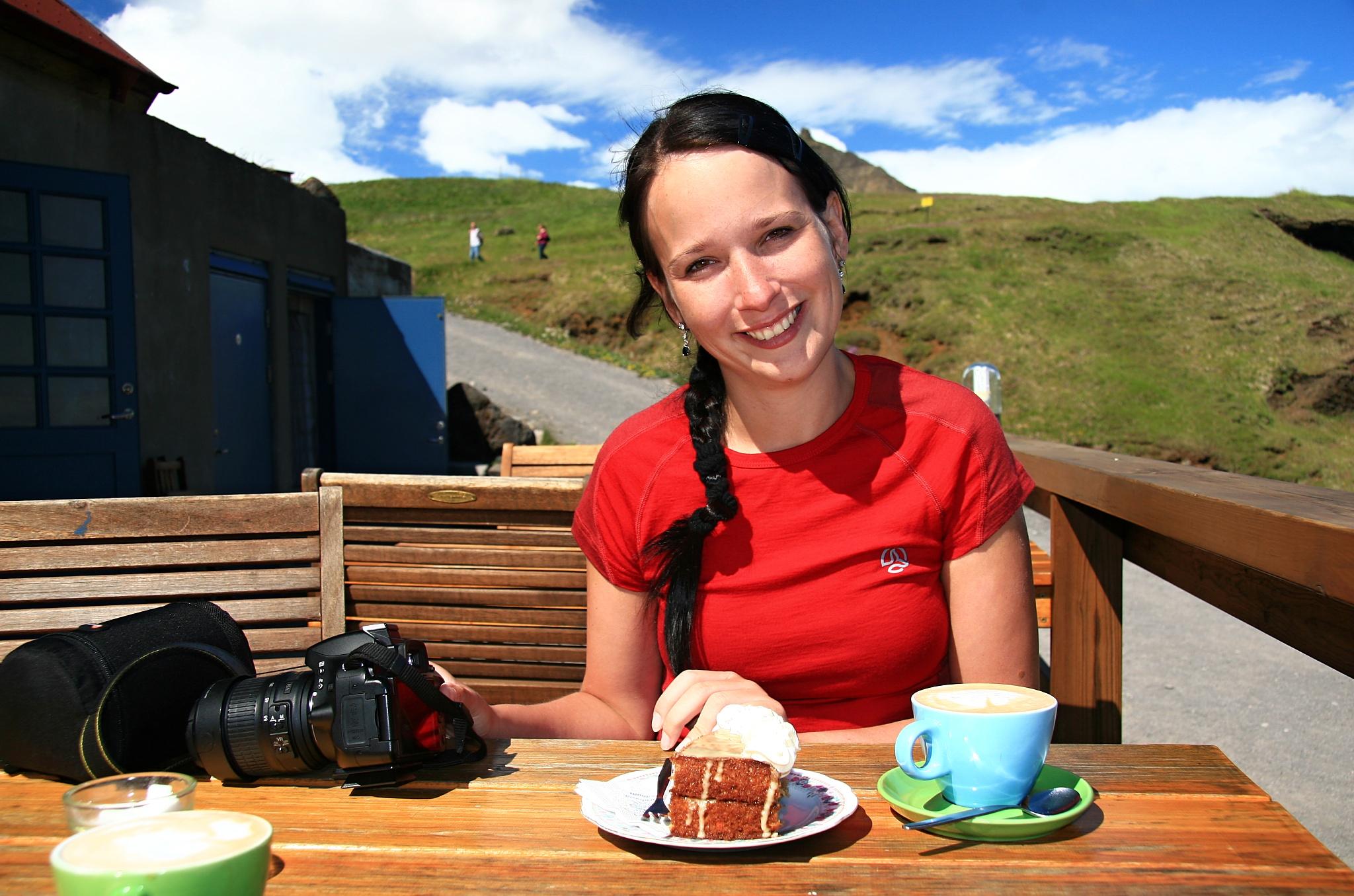 Svačinka v kavárně Fjöruhúsið.