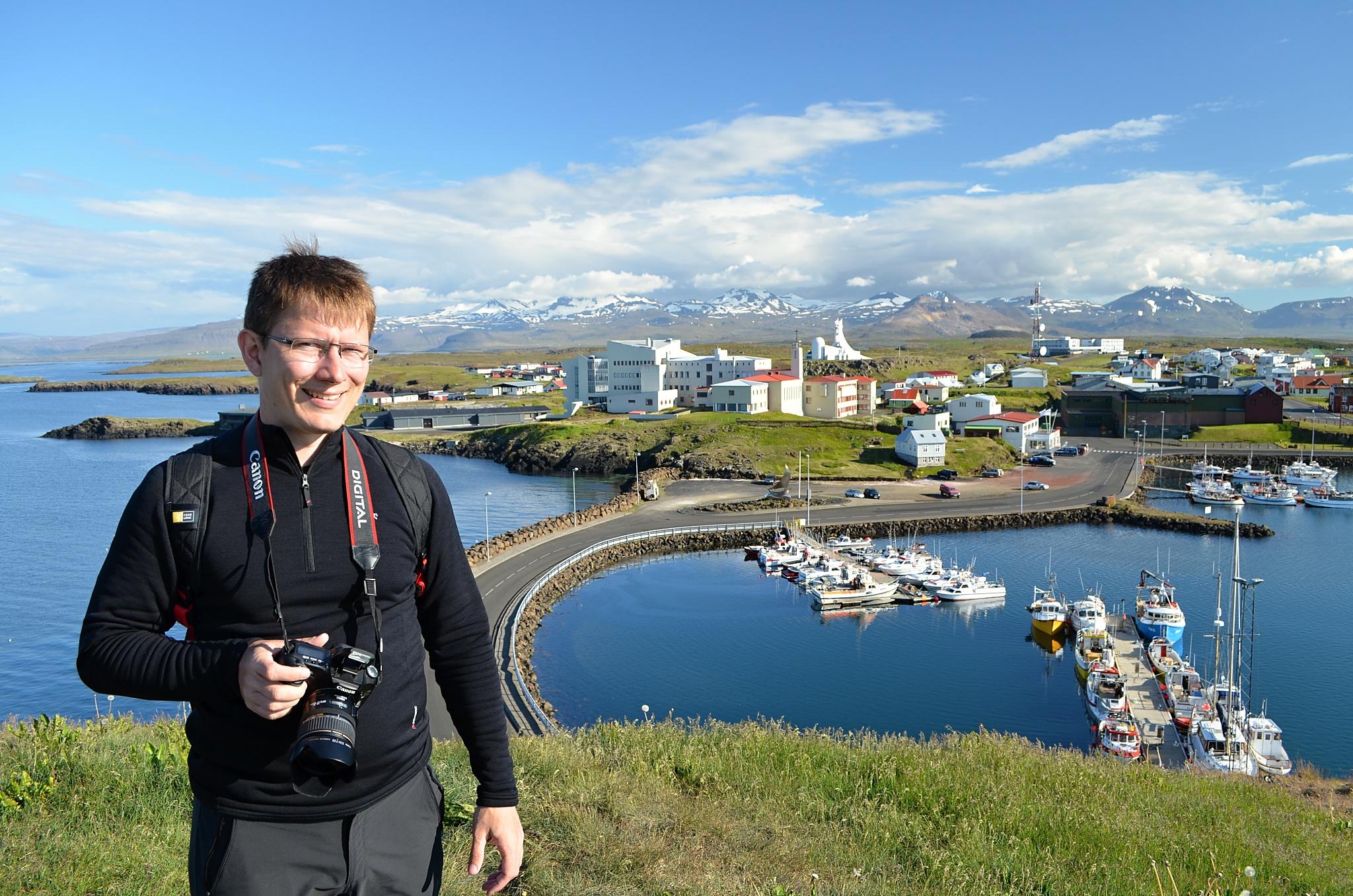 Celkový pohled na přístav Stykkishólmur.