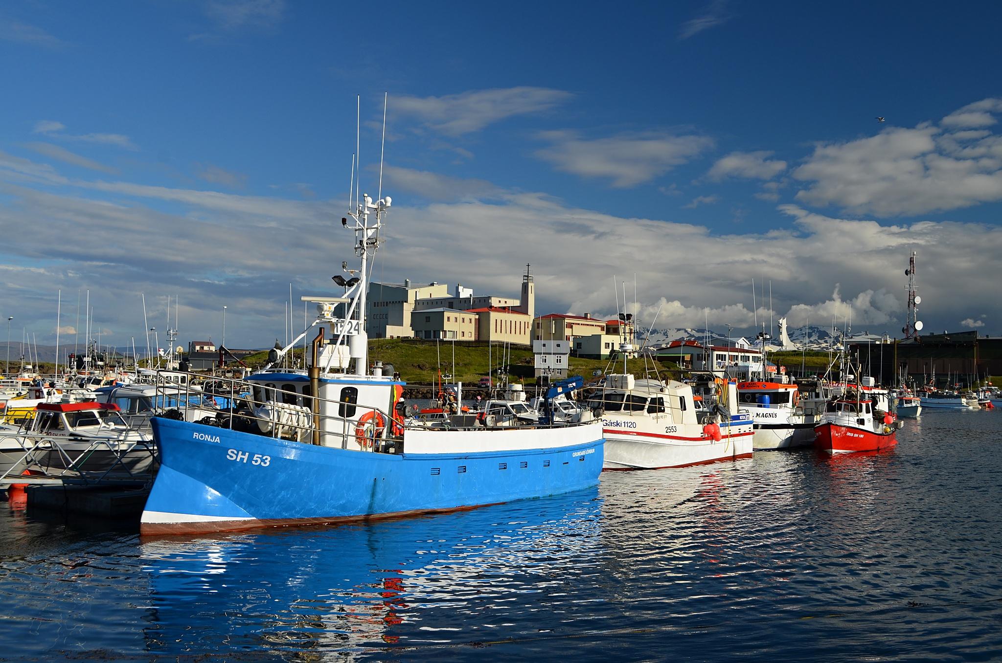 Lodě v přístavu Stykkishólmur.