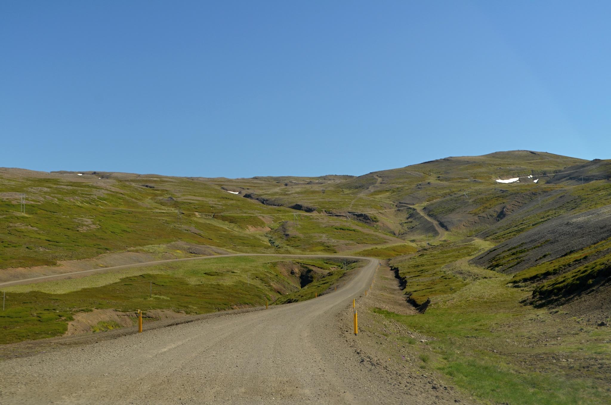 Cesta vede přes kopce...