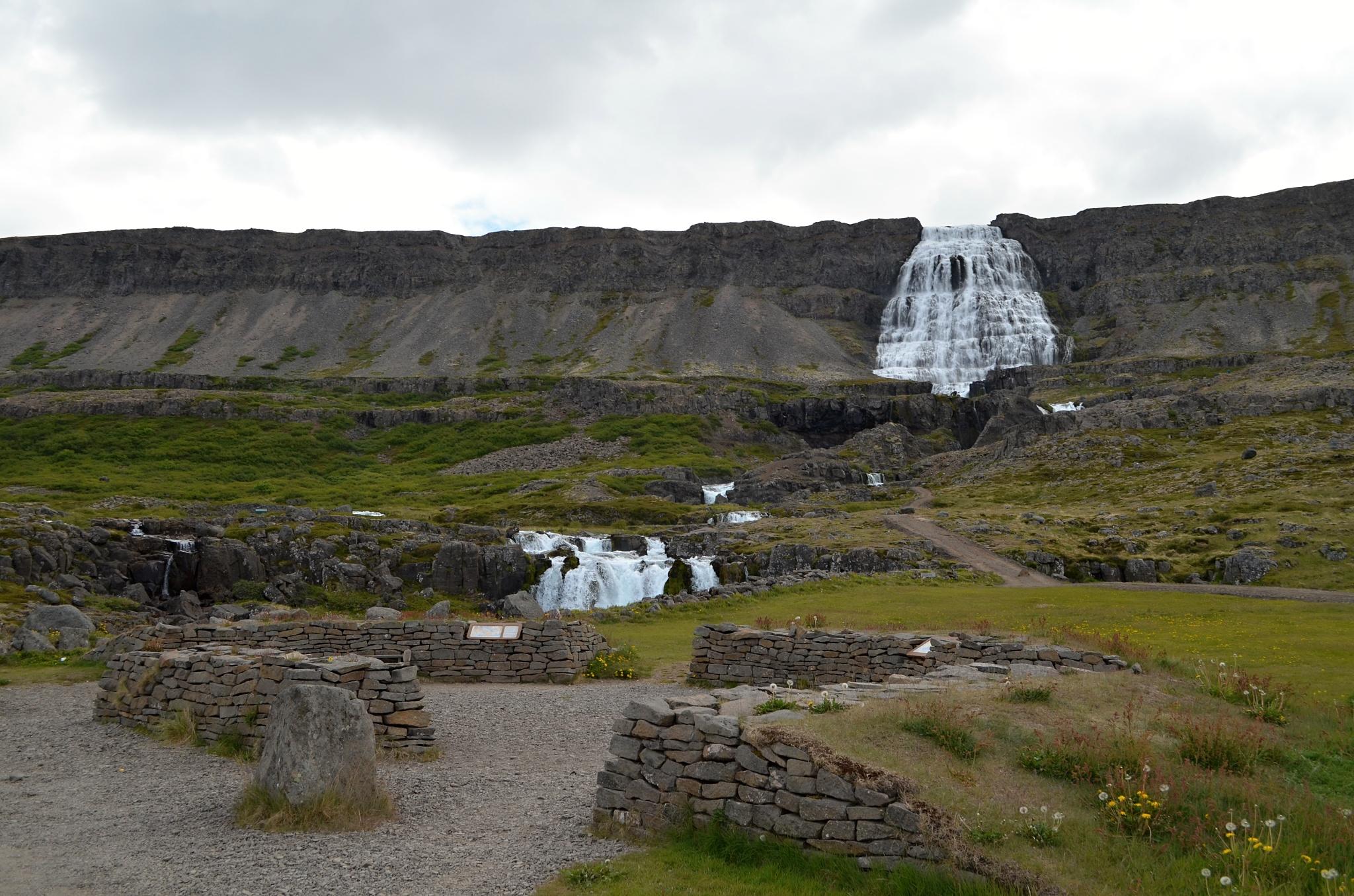 Pohled na vodopád z parkoviště
