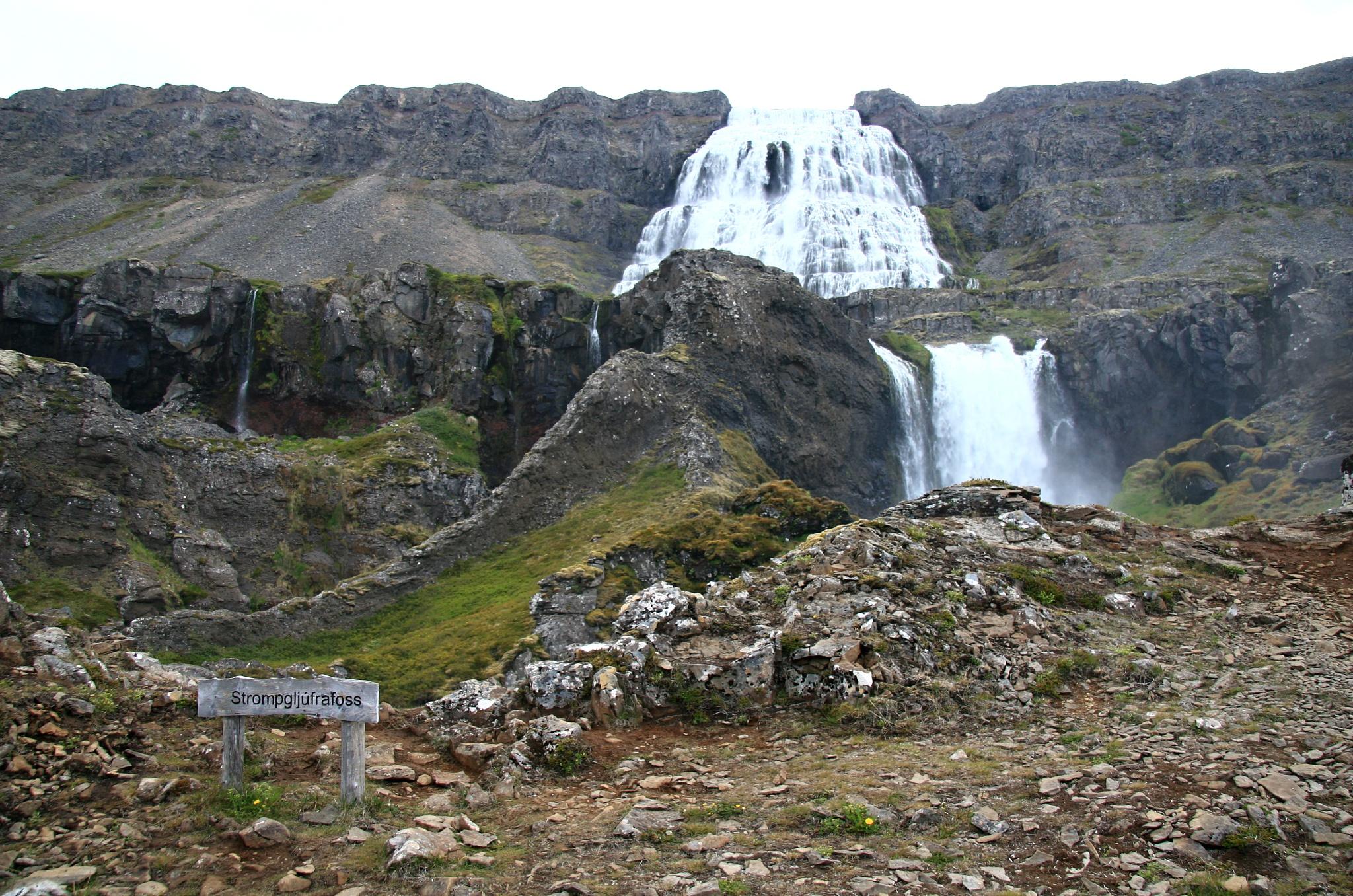 Další vodopád Strompgljúfrafoss