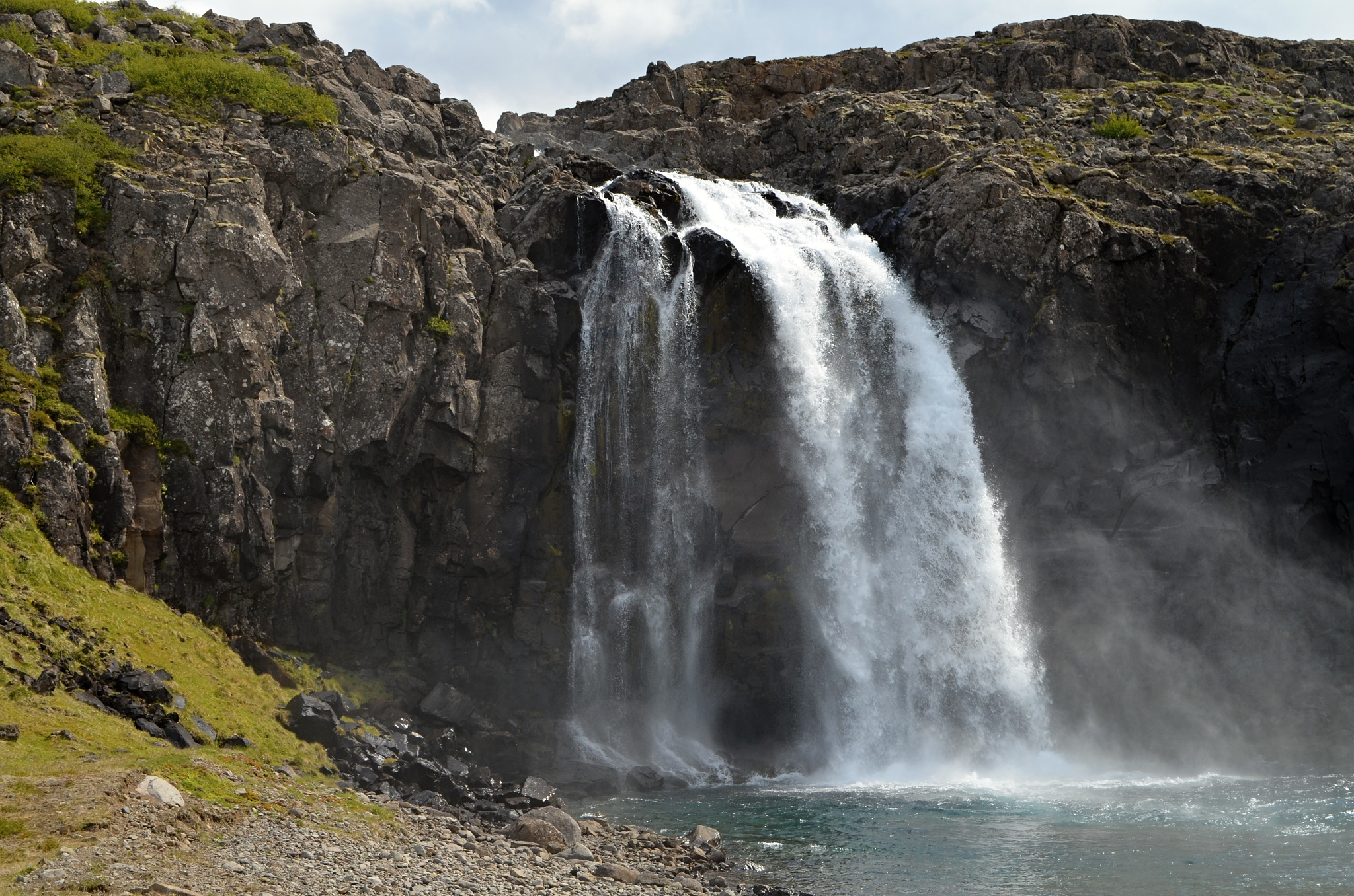 Neznámý vodopád v zátoce Fossfjordur