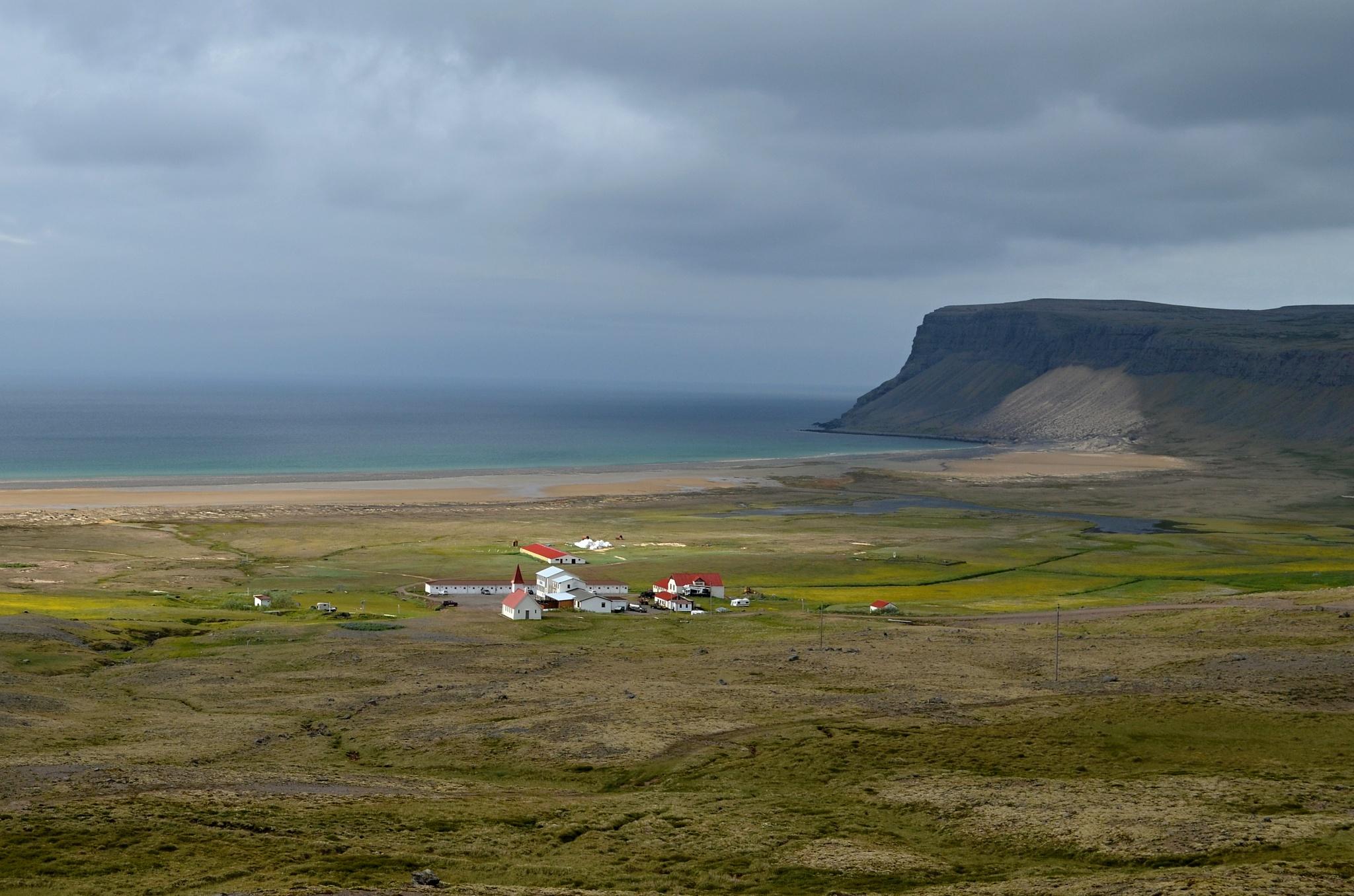 Městečko Patreksfjörður na západě Islandu