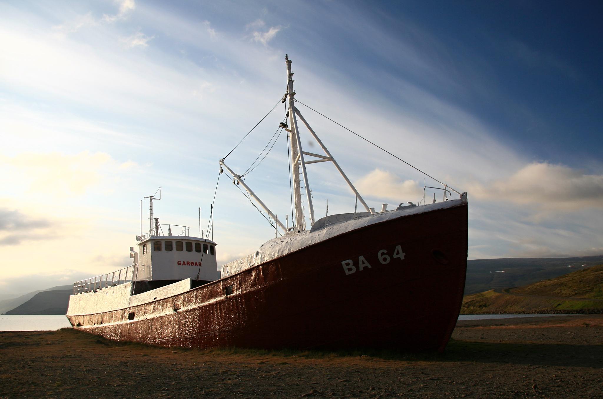 Vrak nejstarší islandské ocelové lodě Garðar BA 64