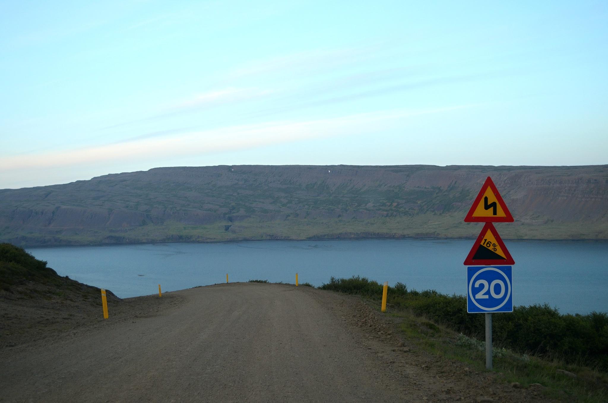 20km/h je na tuto silnici až moc