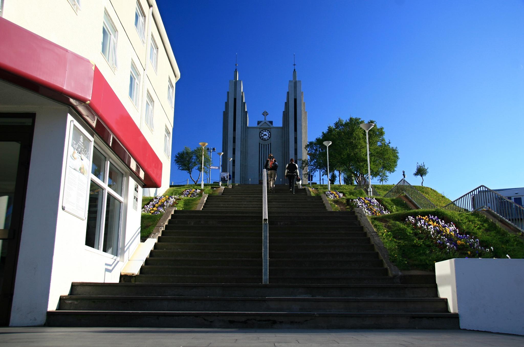 Schodiště ke kostelu Akureyrarkirkja