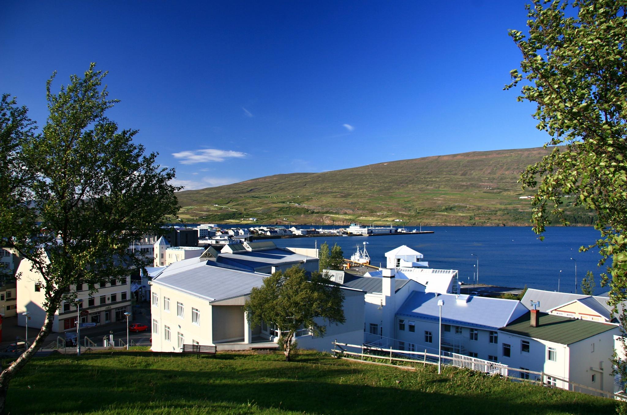 Pohled na Akureyri od kostela Akureyrarkirkja