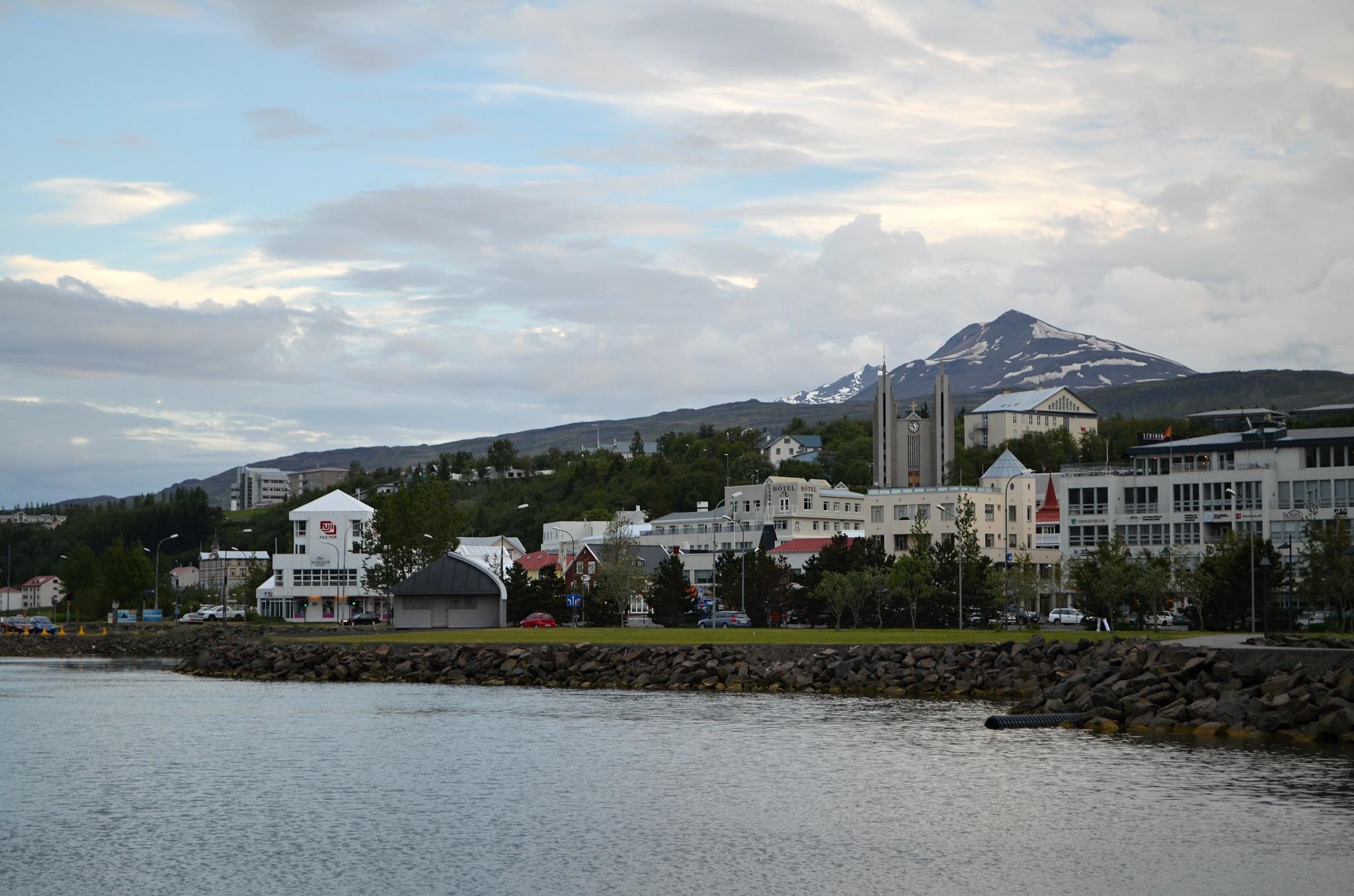 Pohled na Akureyri od pobřeží