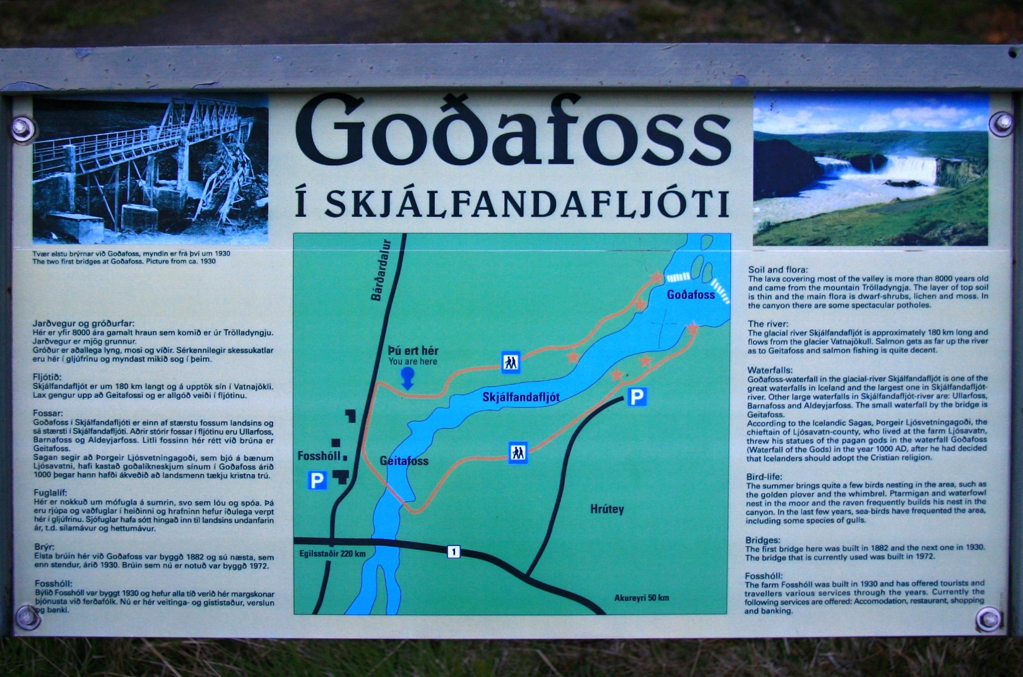 Informační tabule u vodopádu Goðafoss