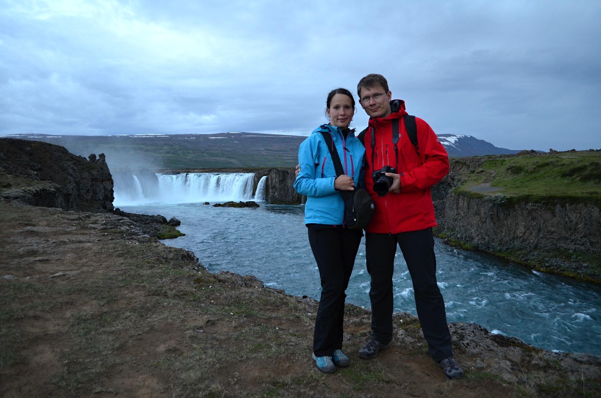 Společné foto u vodopádu Goðafoss