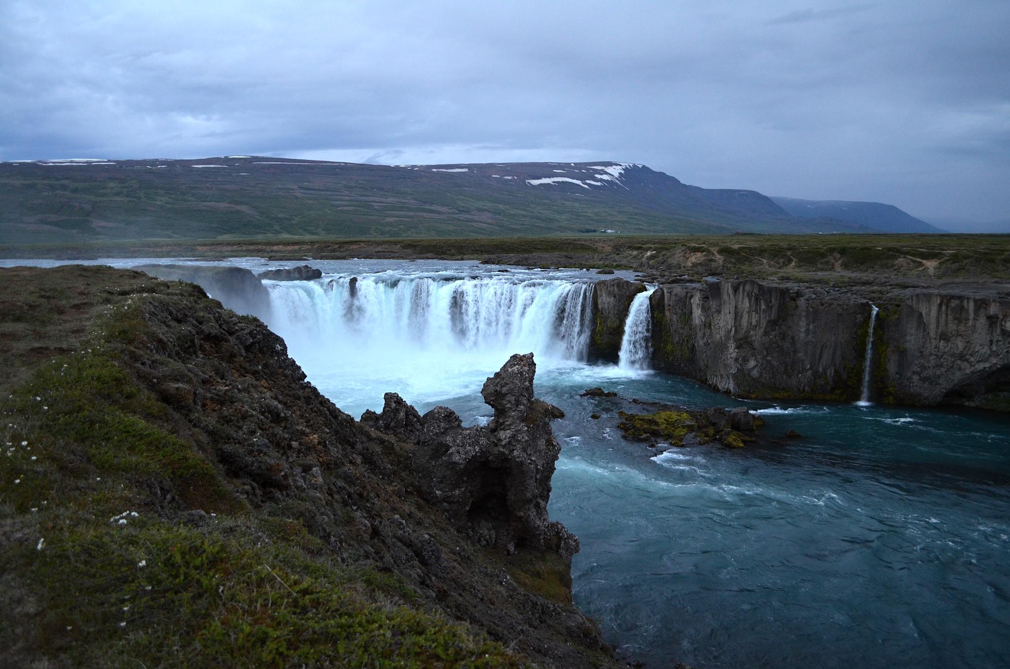 Blížíme se k vodopádu Goðafoss
