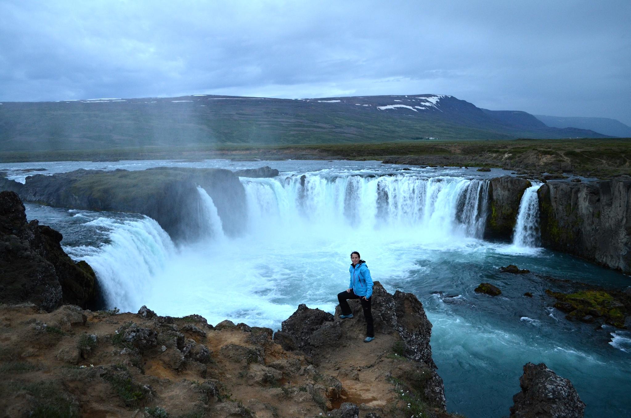 Vodopád Goðafoss je obrovský