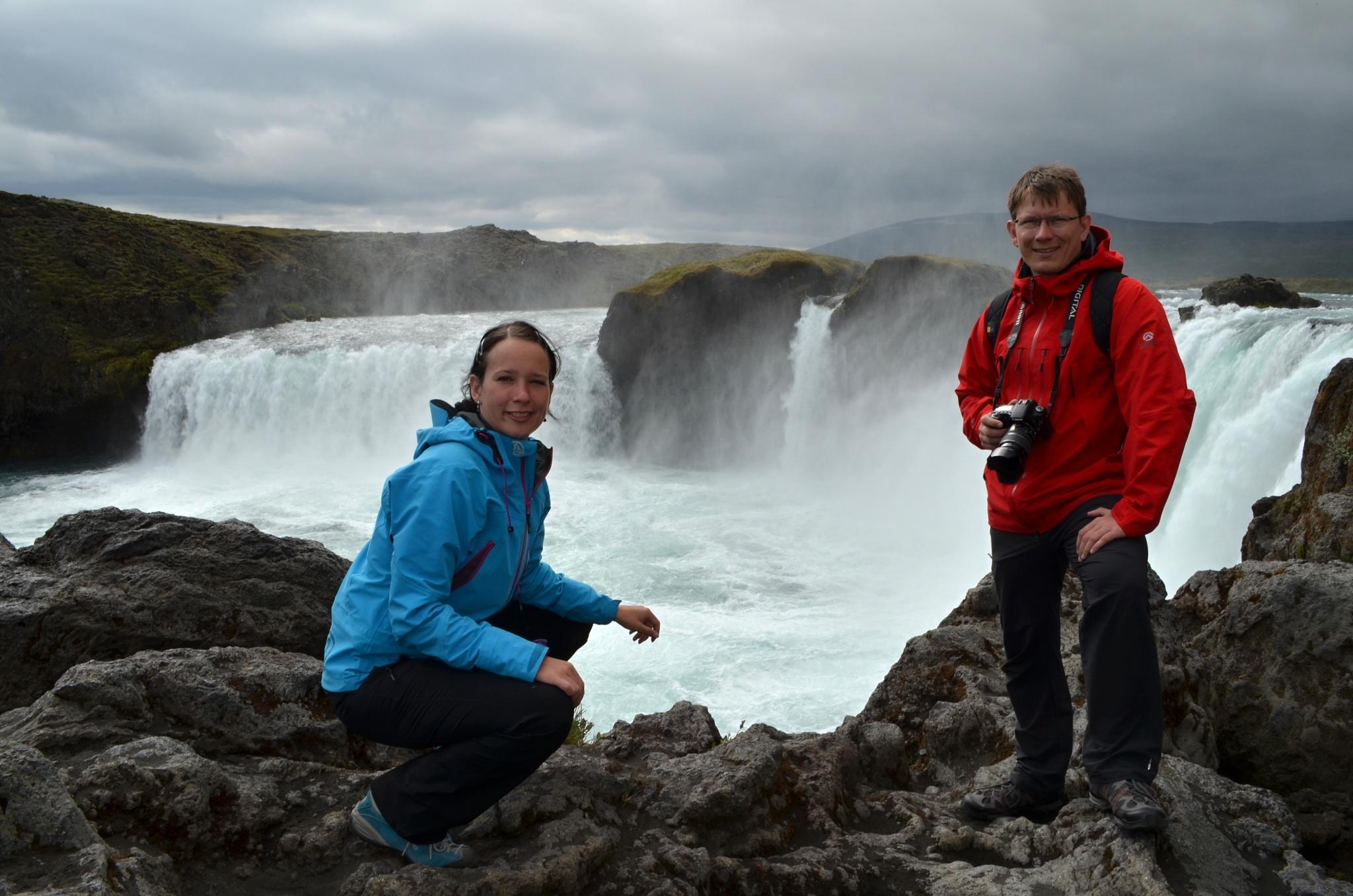 Společná fotka u vodopádu Goðafoss