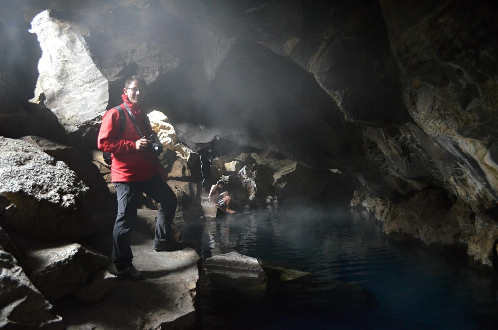 Fotíme se v zatopené puklině Grjótagjá