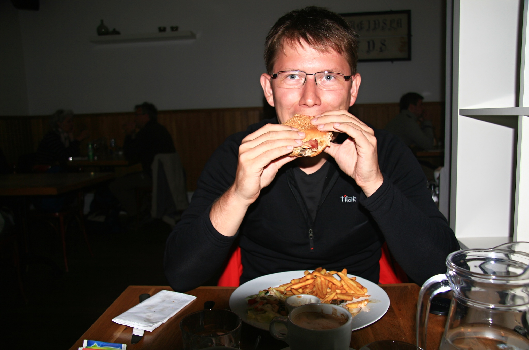 Vynikající hamburger z hovězího, nikoliv z velrybího masa ;)