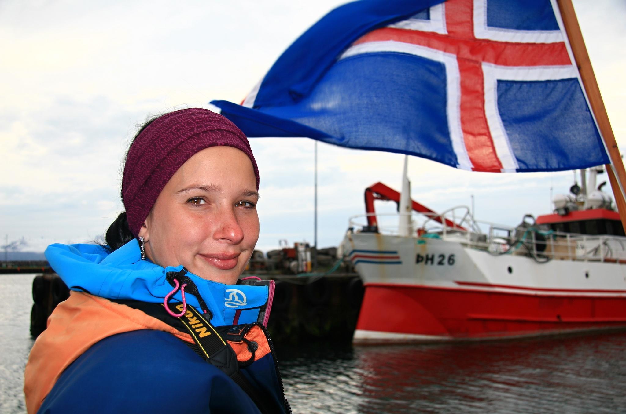 Hanka na zádi s islandskou vlajkou