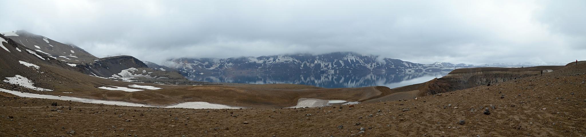 Panoramatická fotka kráteru a jezera Öskjuvatn