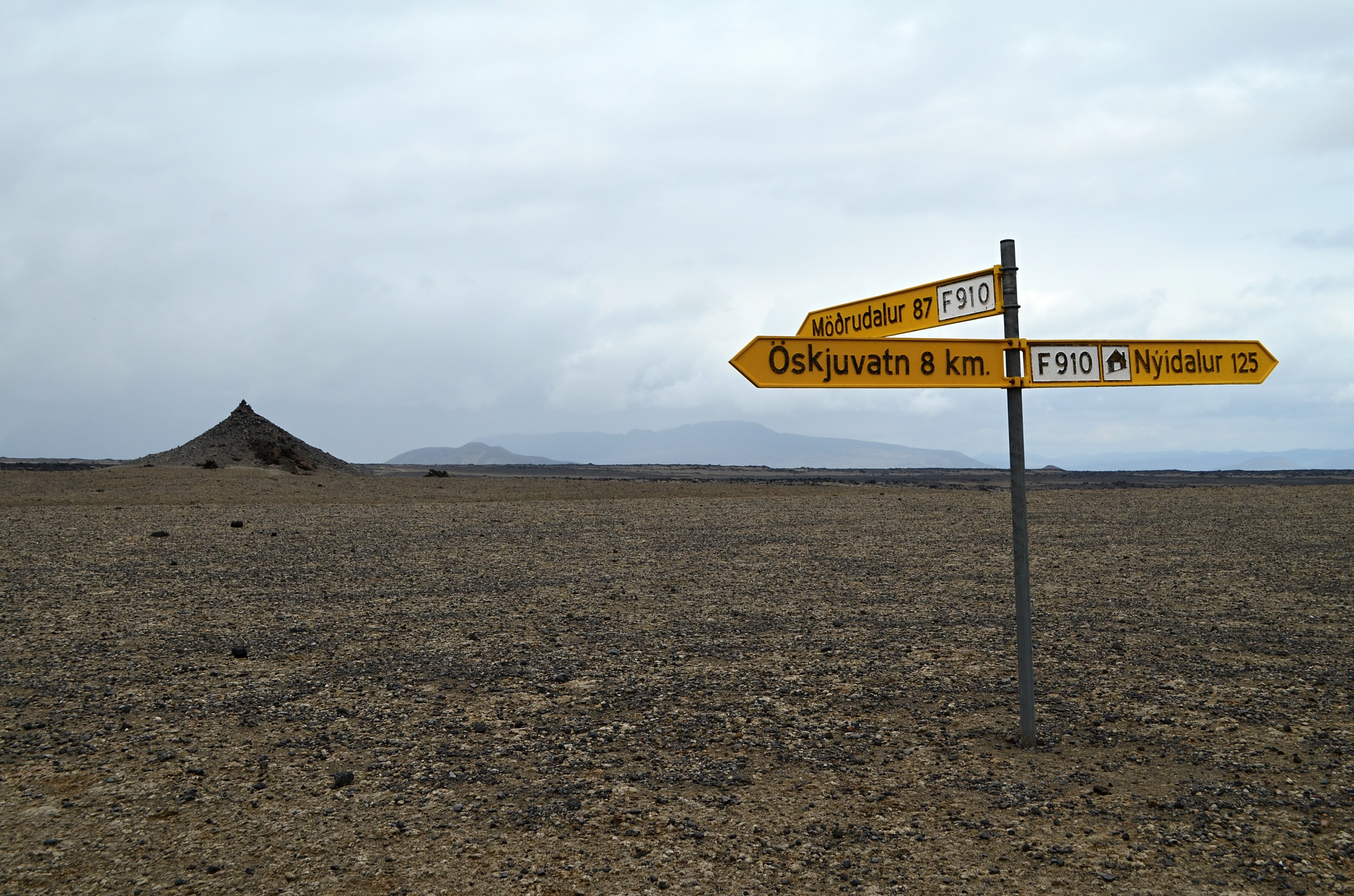 Rozcestí uprostřed pustiny