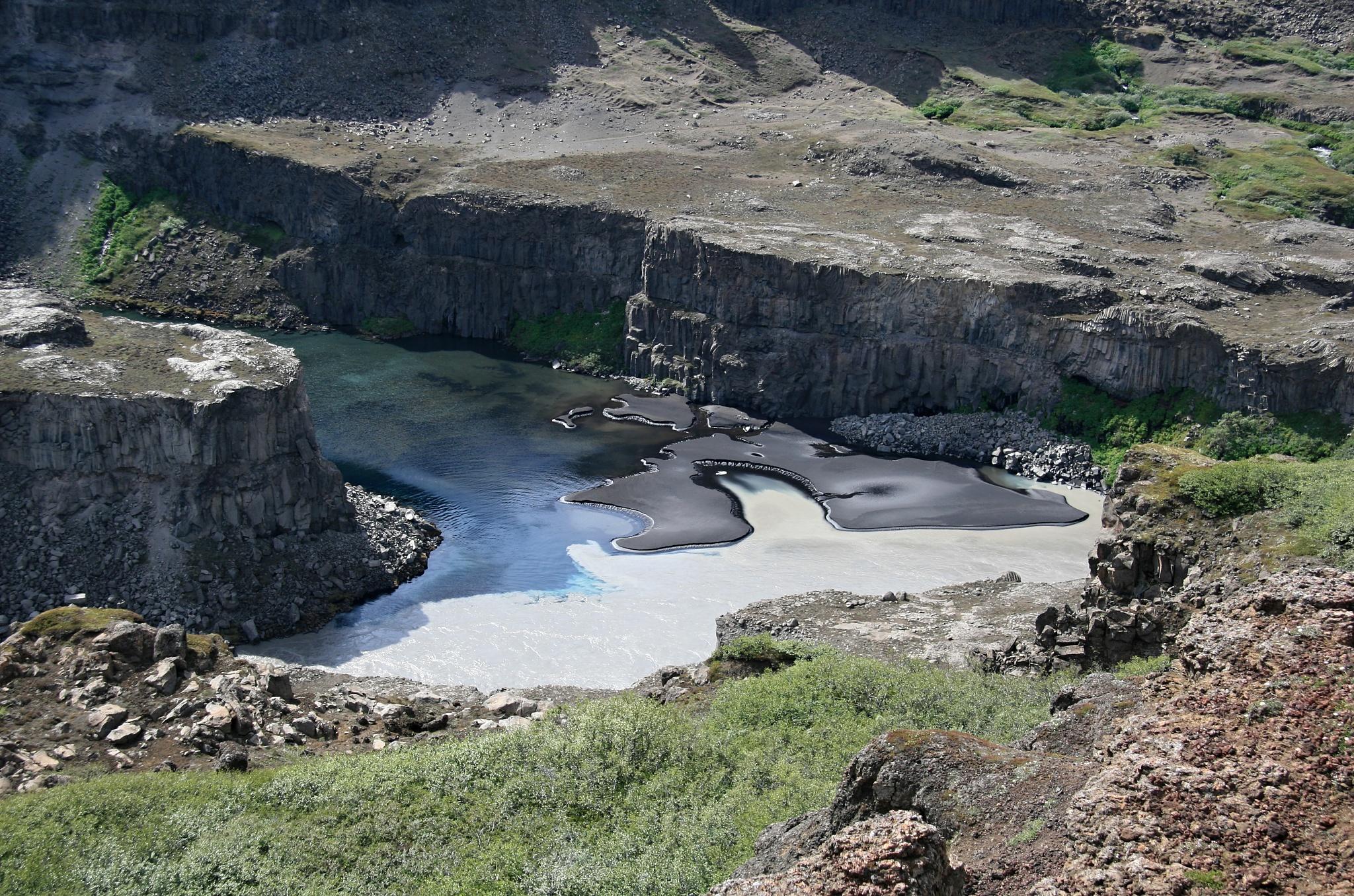 Zátočina u vodopádu Hafragilsfoss