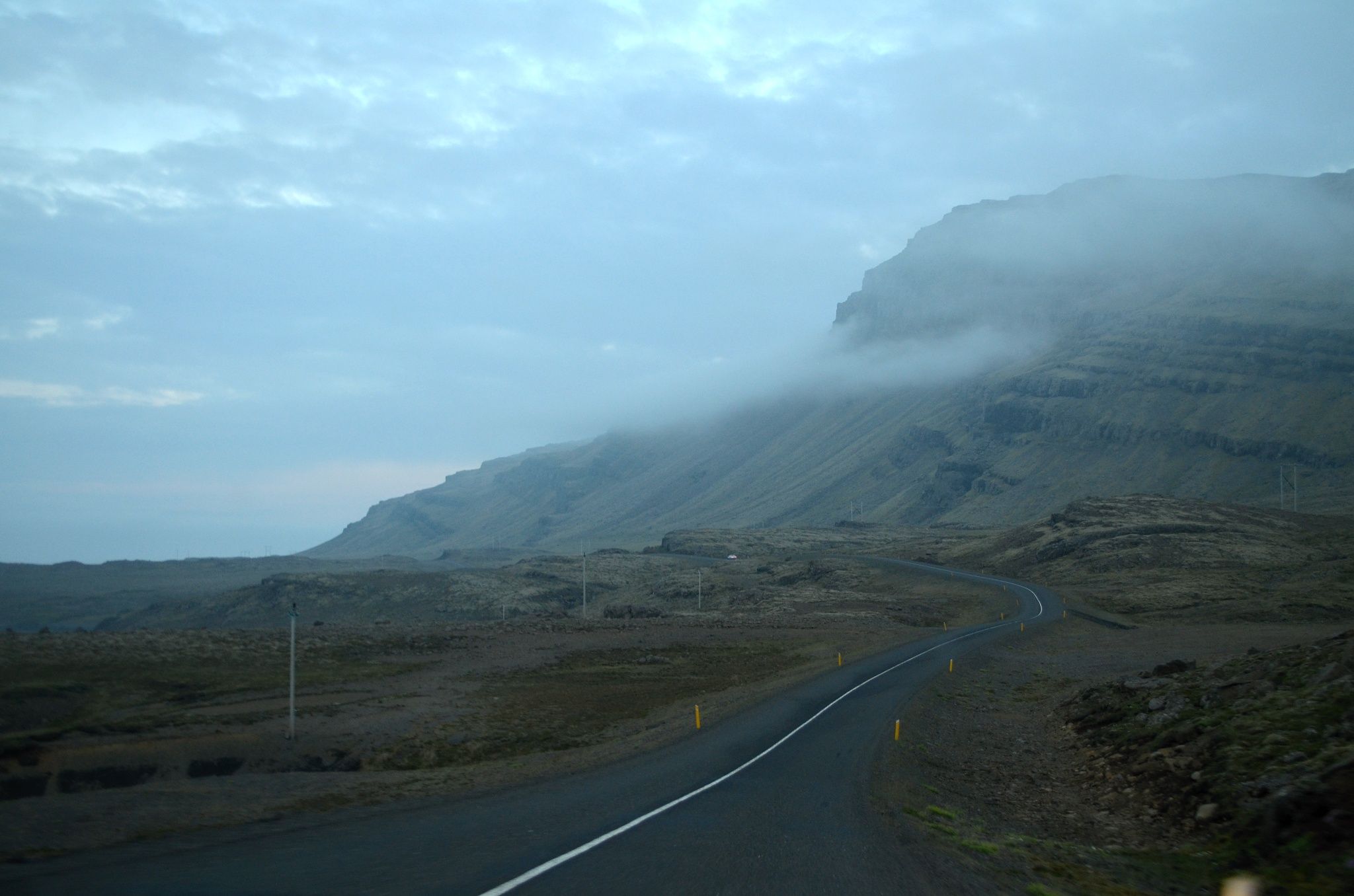 Islandská letní zatažená noc