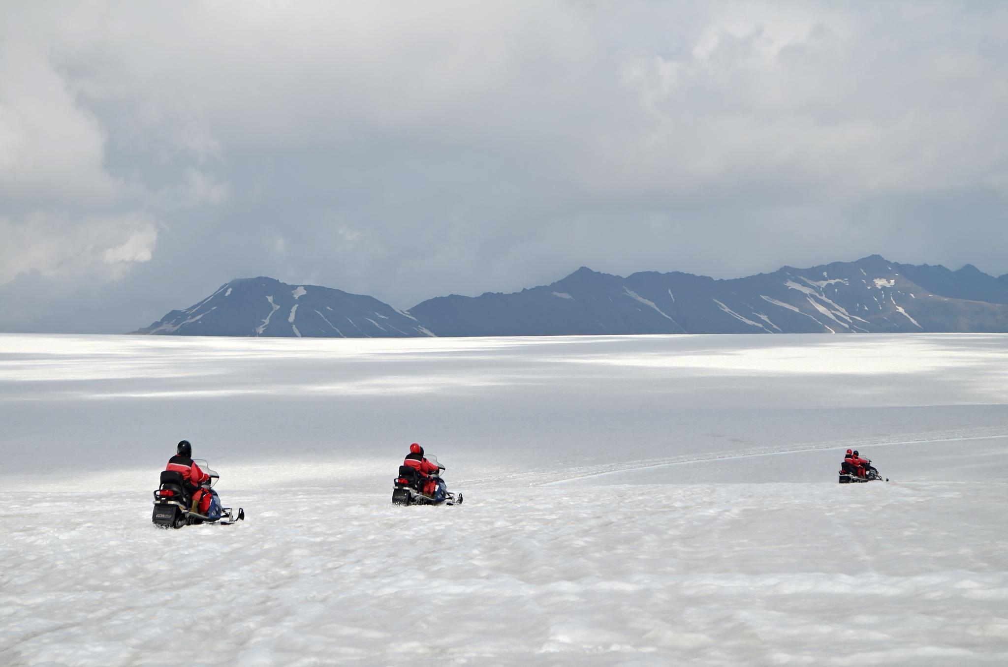 Dovádění na sněžných skútrech na ledovci Vatnajökull
