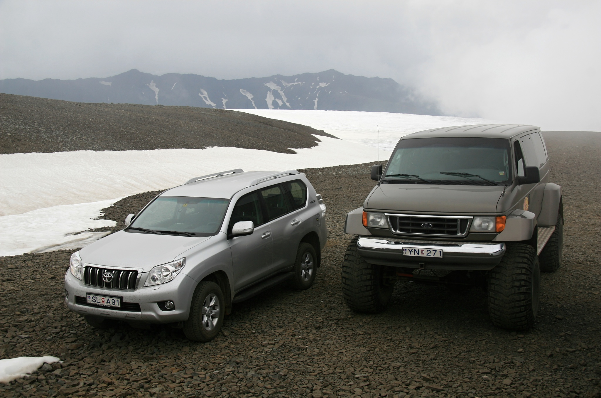 Toyota Land Cruiser je obrovské auto, ale naše vozítko bylo ještě větší