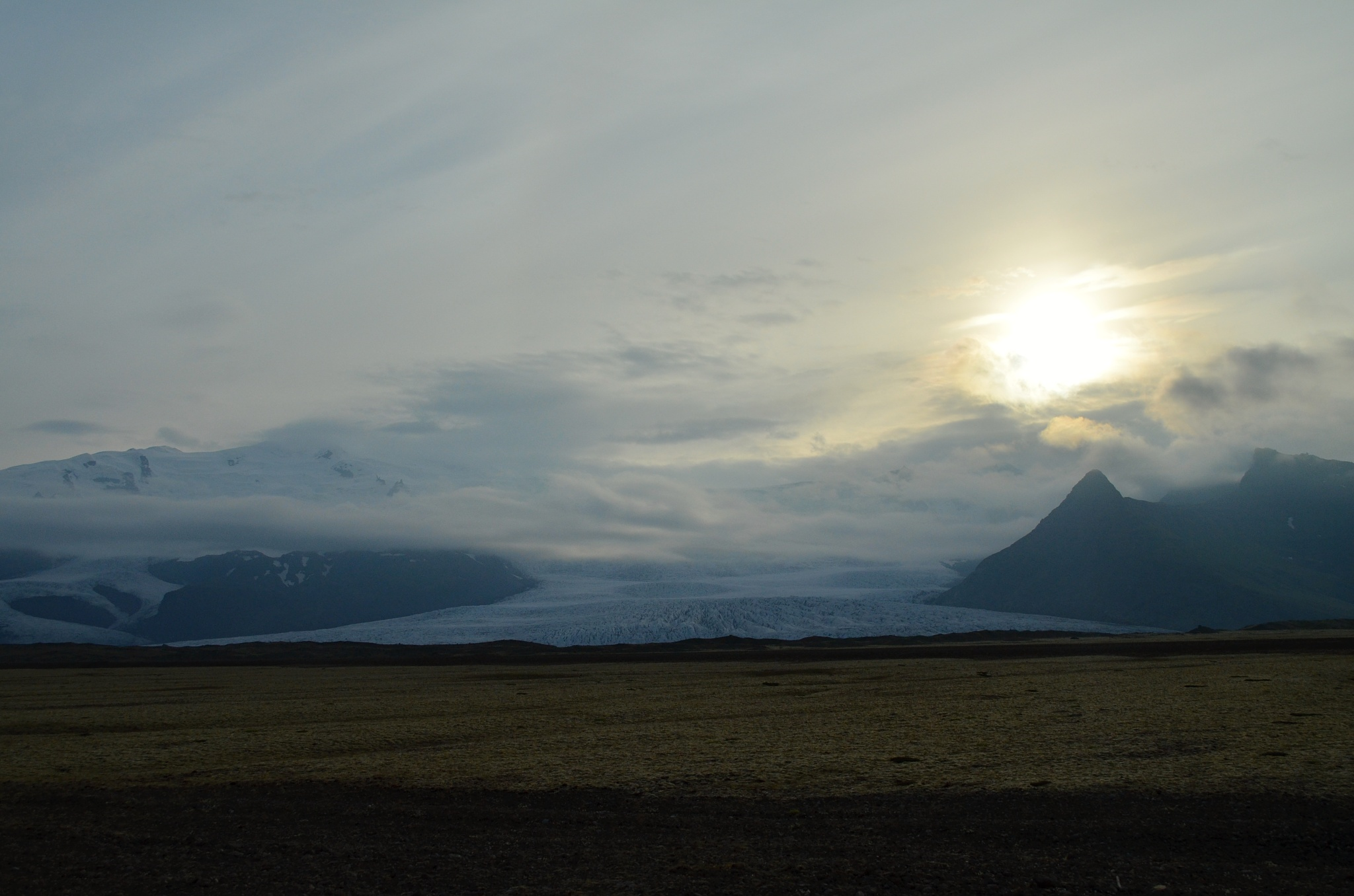 Zapadající slunce nad ledovcem Vatnajökull