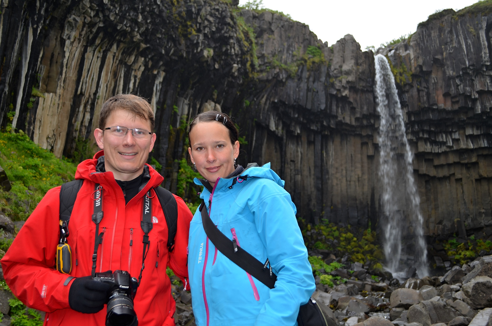 Společná fotka u vodopádu Svartifoss