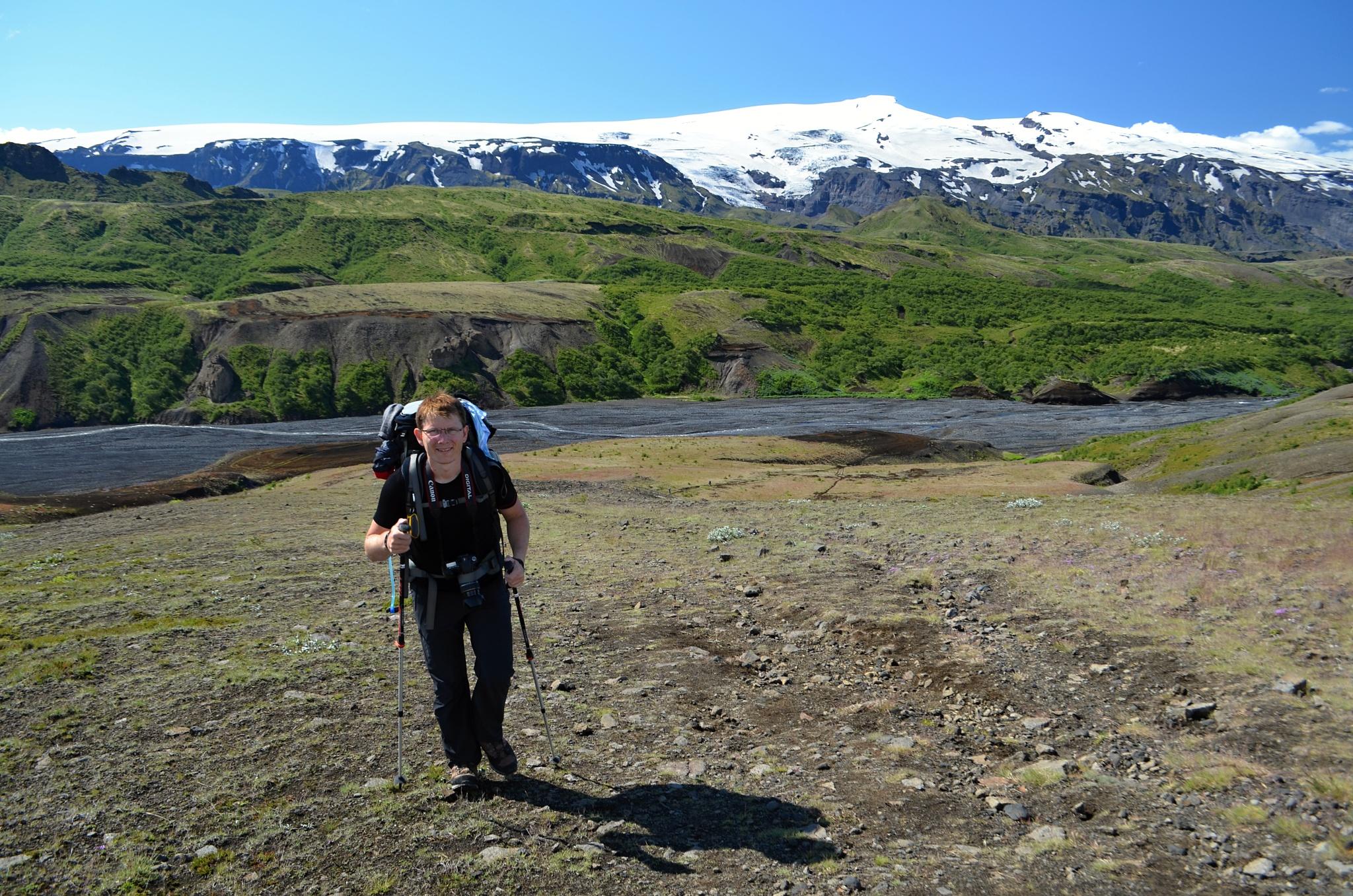 Opouštíme údolí řeky Pröngá, za mnou ledovec Eyjafjallajökull