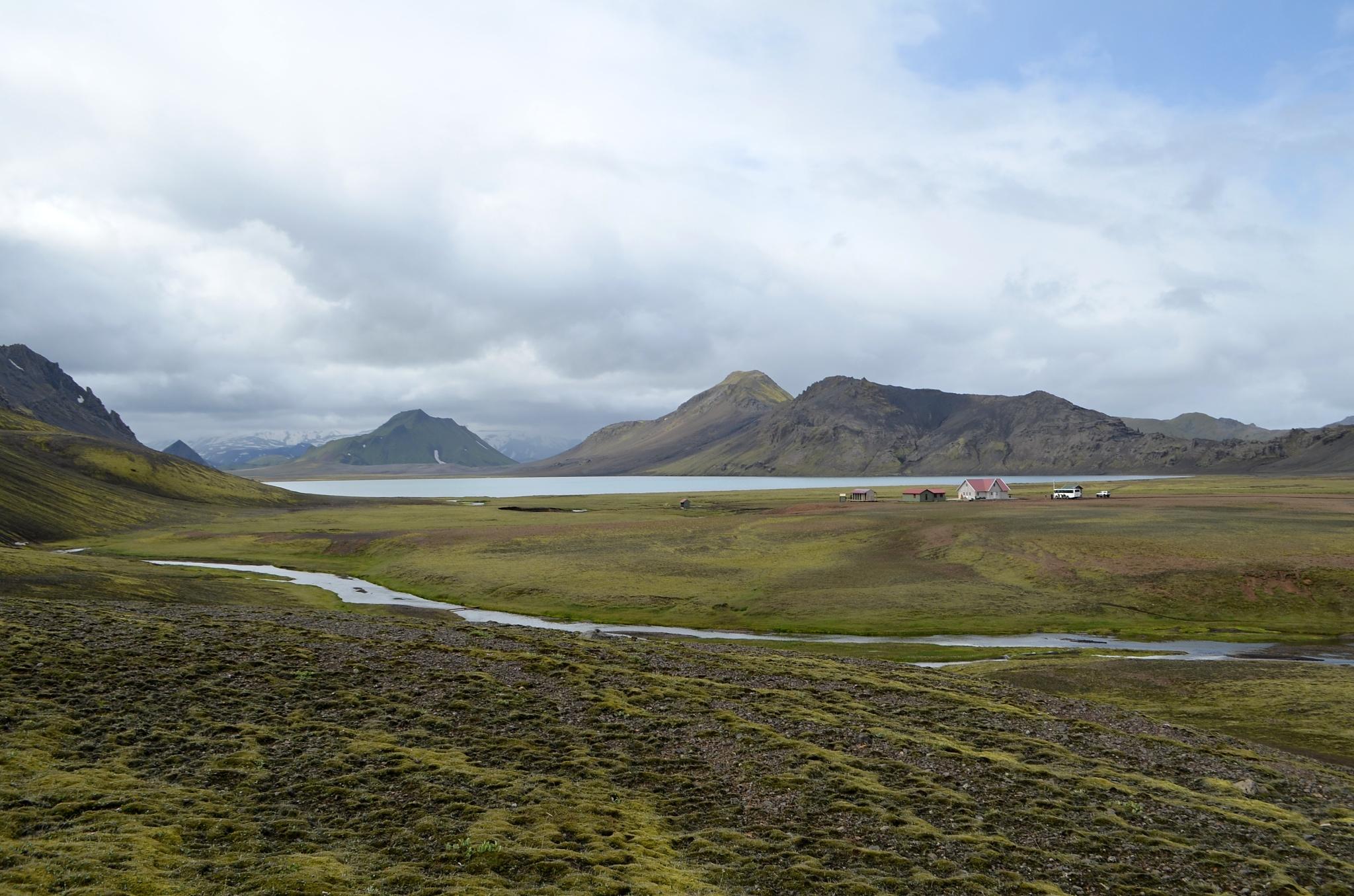 Na horizontu jezero Áftavatn