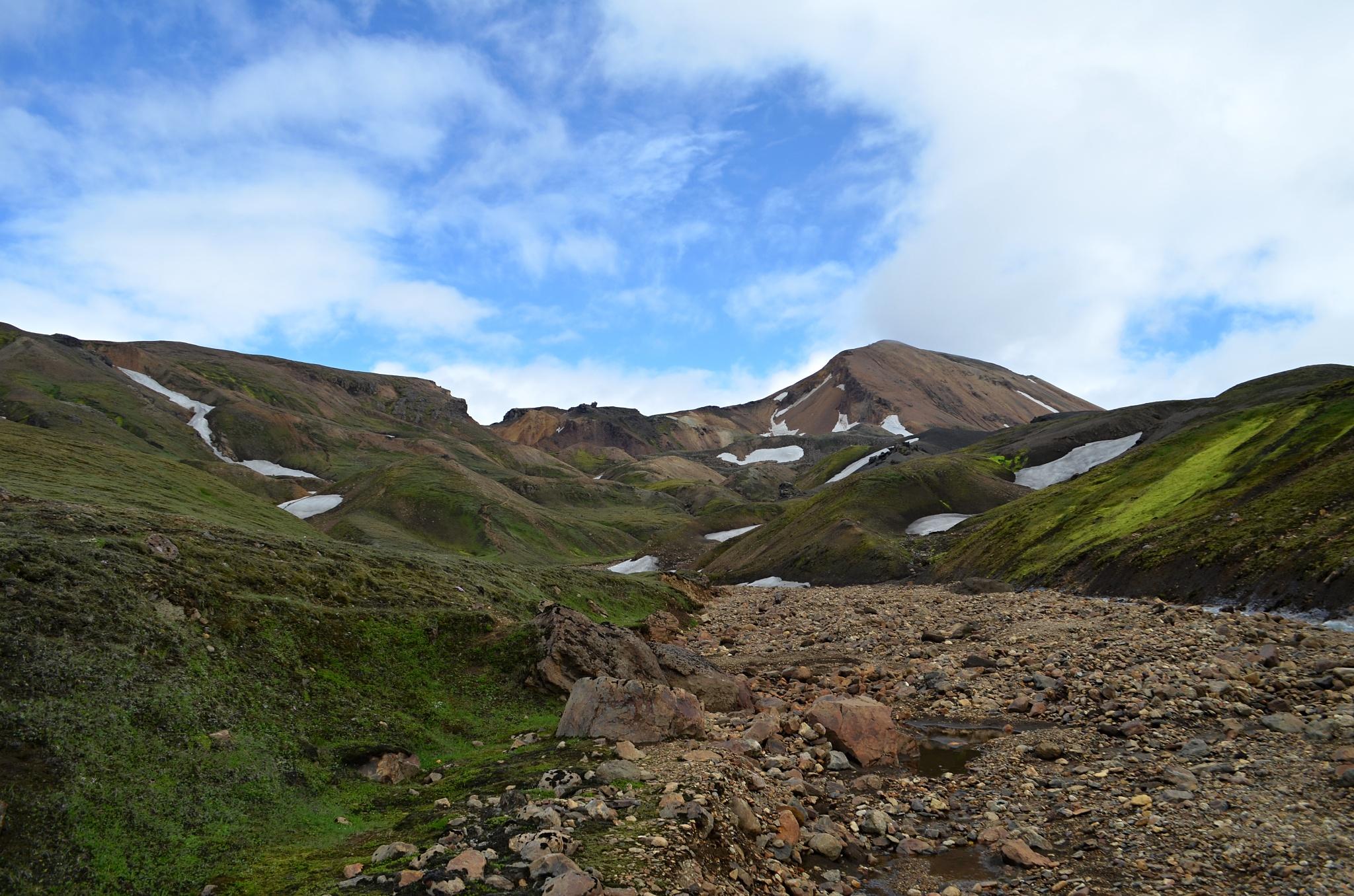 Pozvolna se začínají objevovat Duhové hory