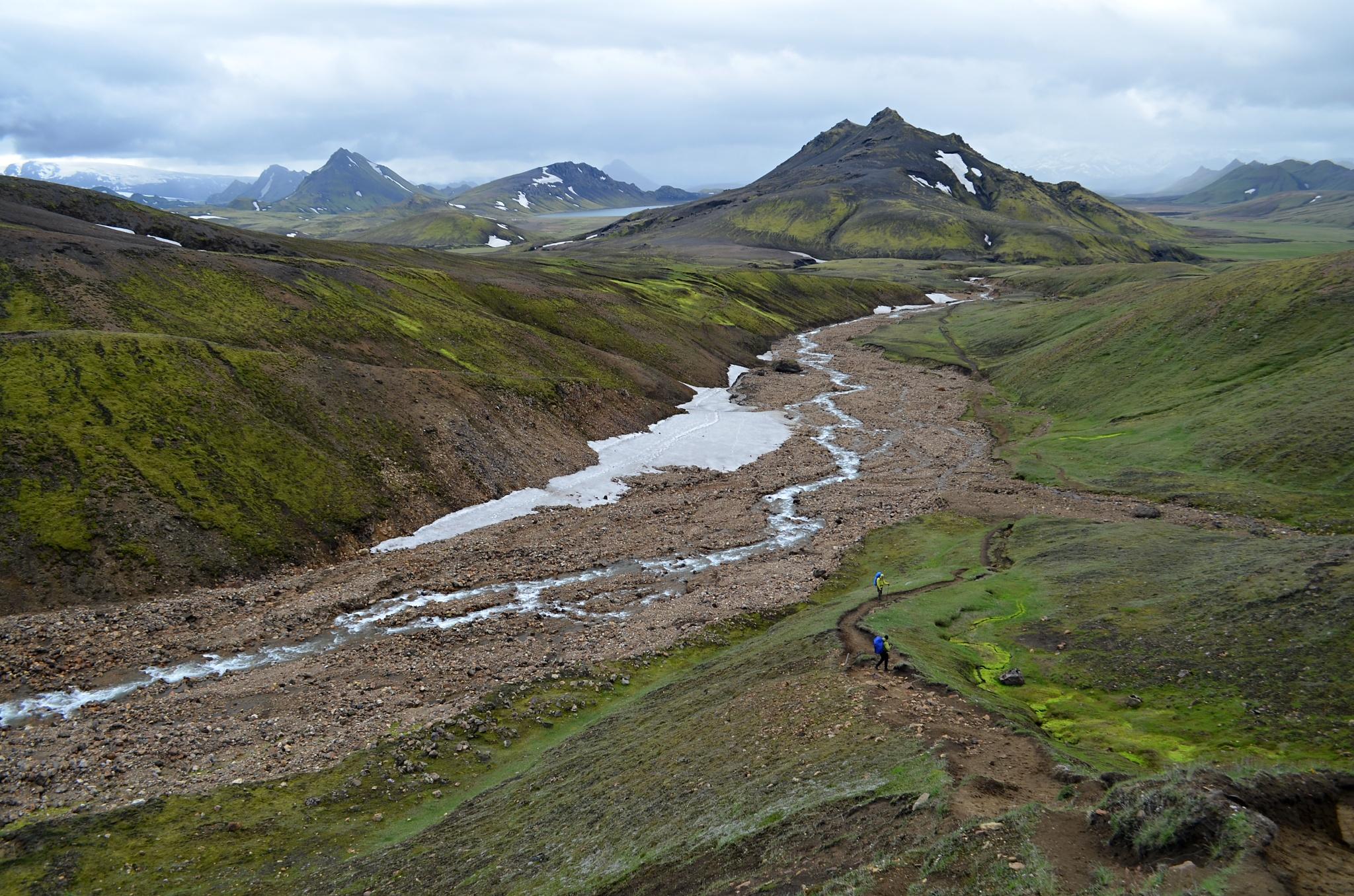 Vody je málo, spíš než řeka je to teď takový klidný potůček