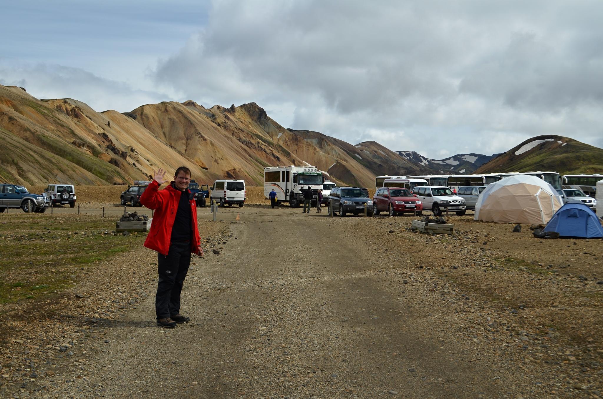 Na parkovišti v Landmannalaugaru je živo