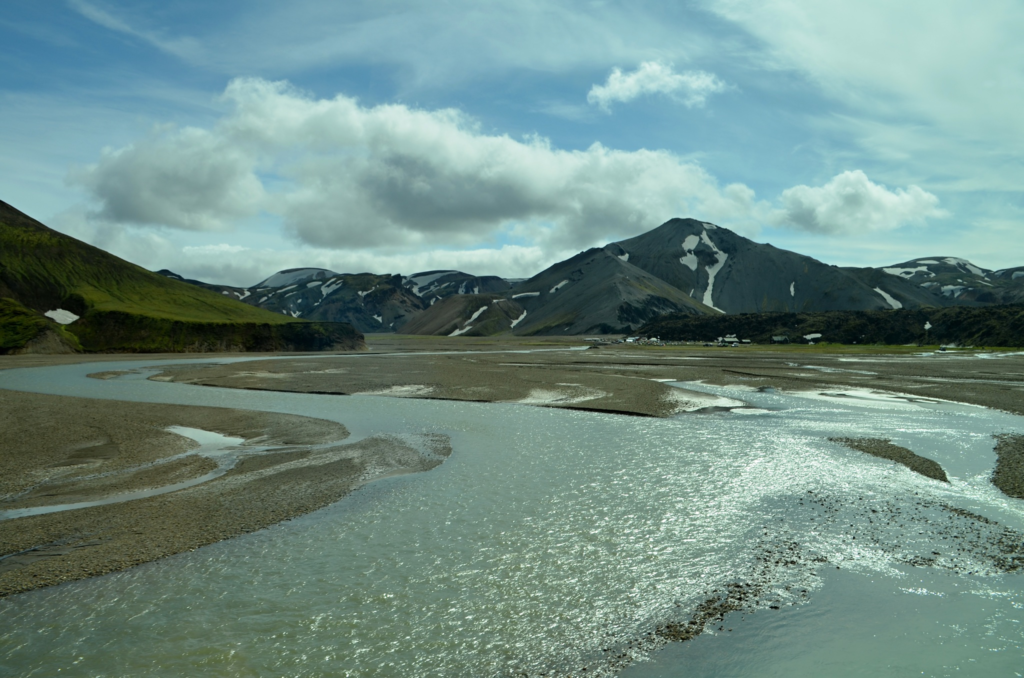 Brodíme řeku poblíž Landmannalaugaru