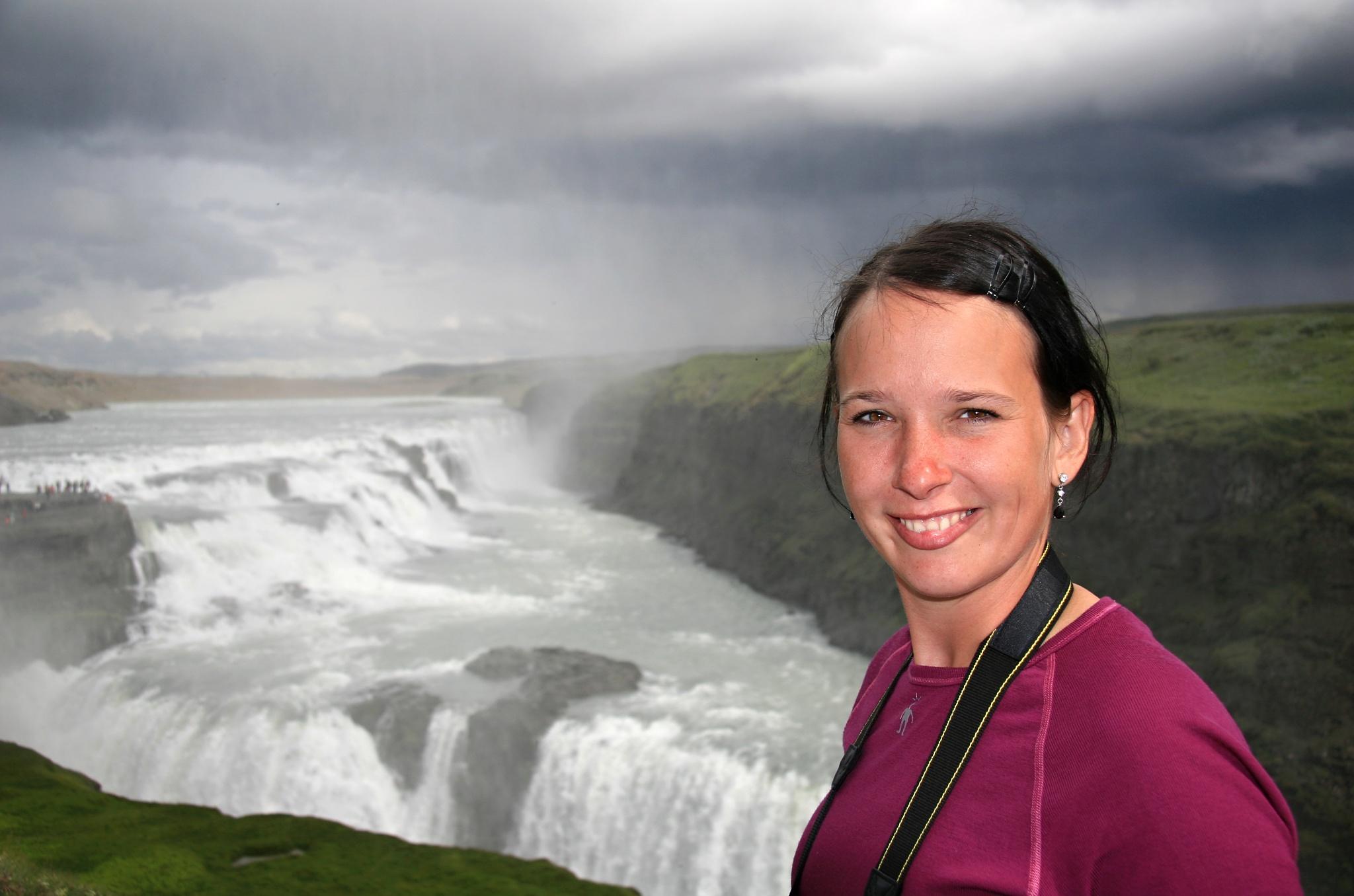 Hanka u vodopádu Gullfoss