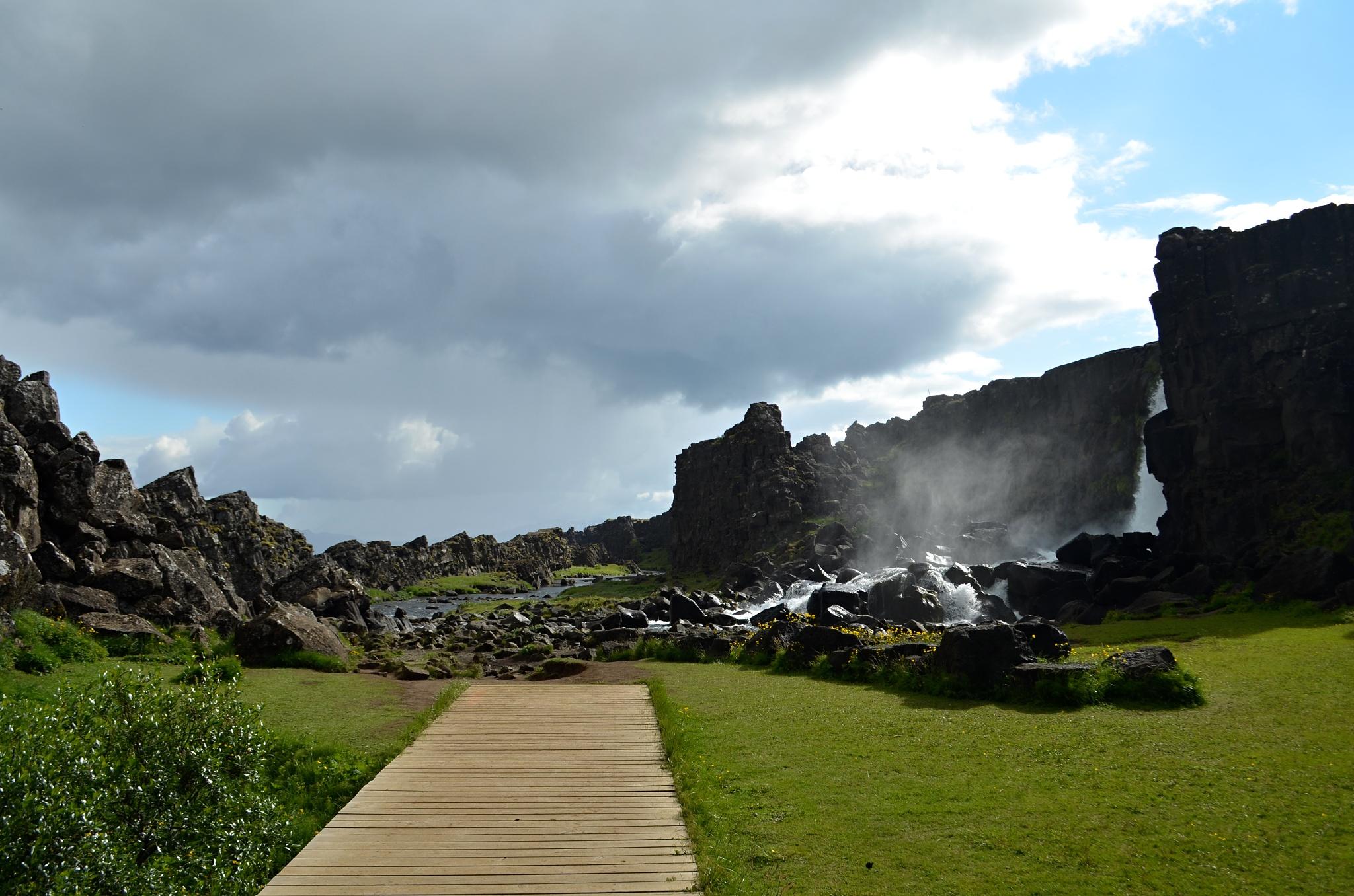 Blížíme se k vodopádu Öxarárfoss