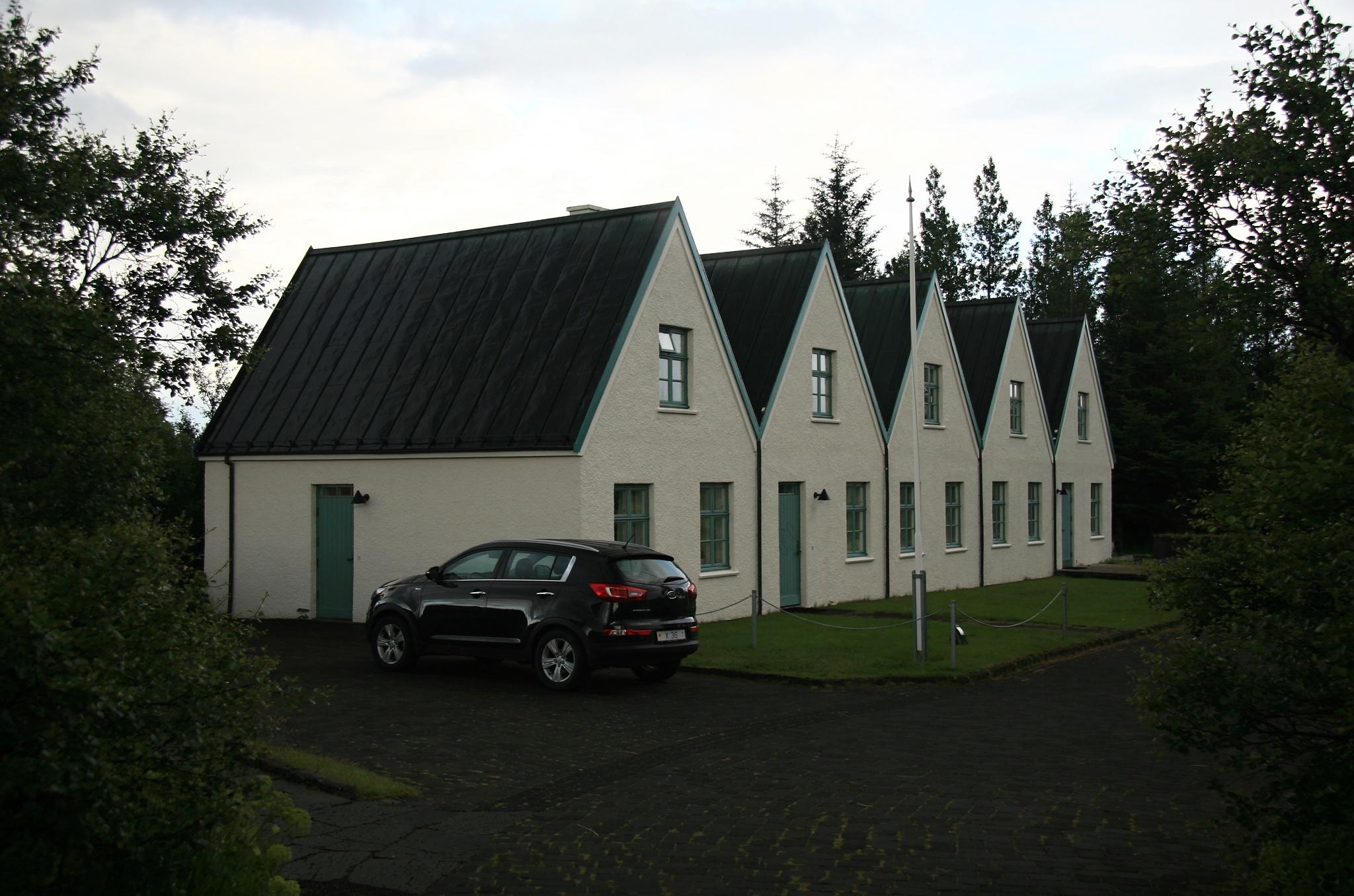 Domky vedle kostela
