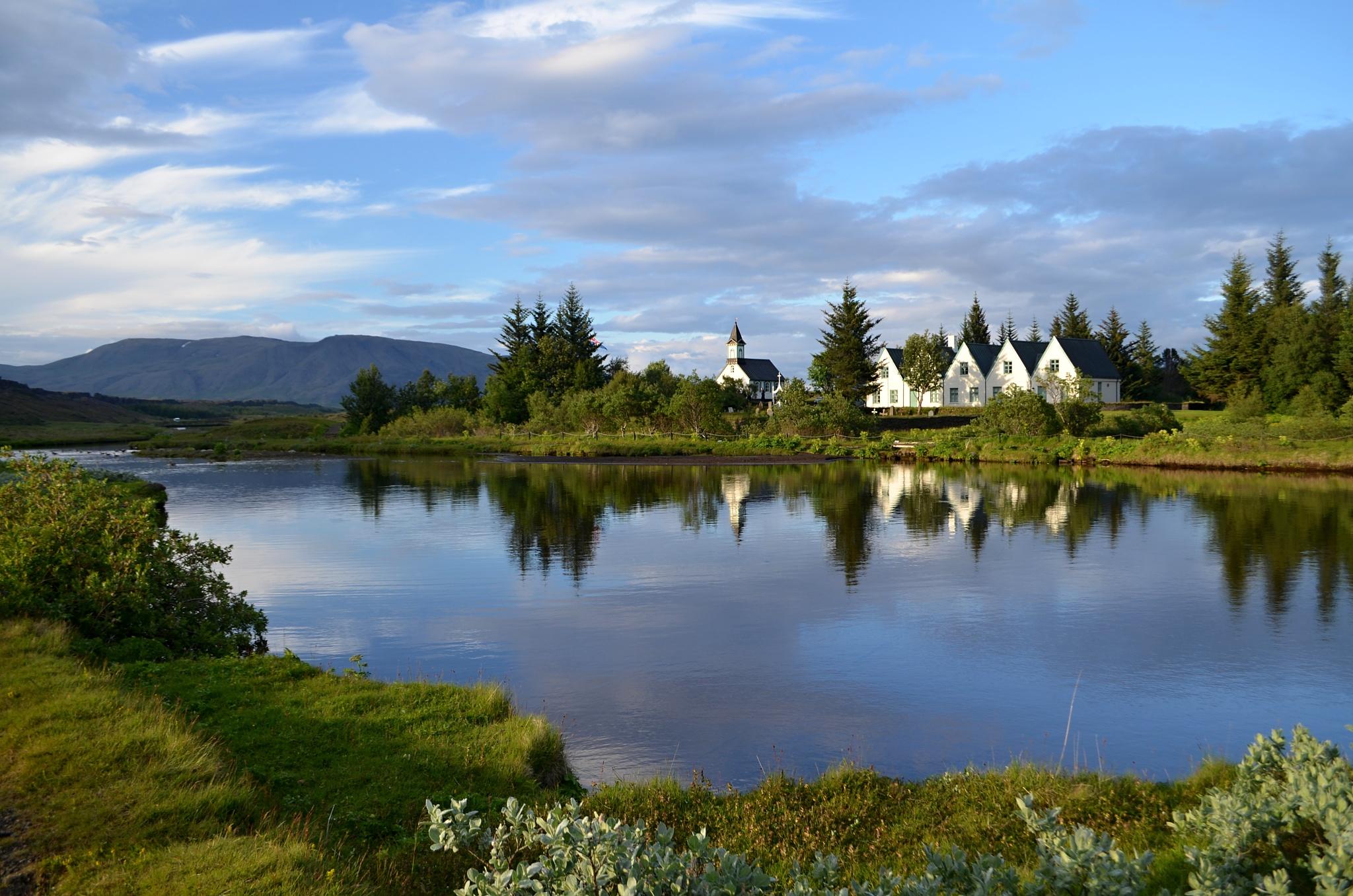 Úžasný výhled na kostel v Þingvelliru