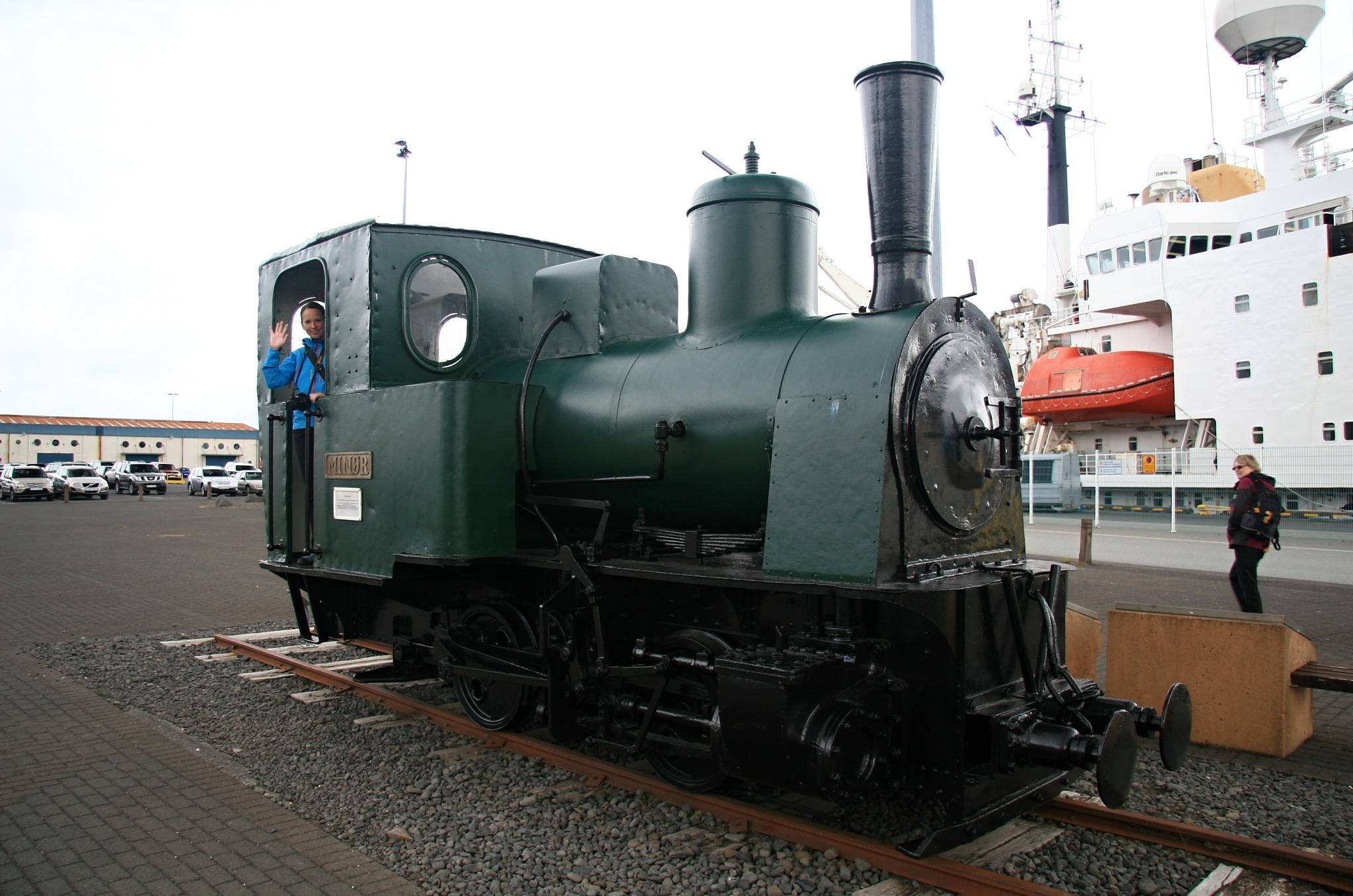 Jedna ze dvou parních lokomotiv, které stavěly doky v Reykjavíku