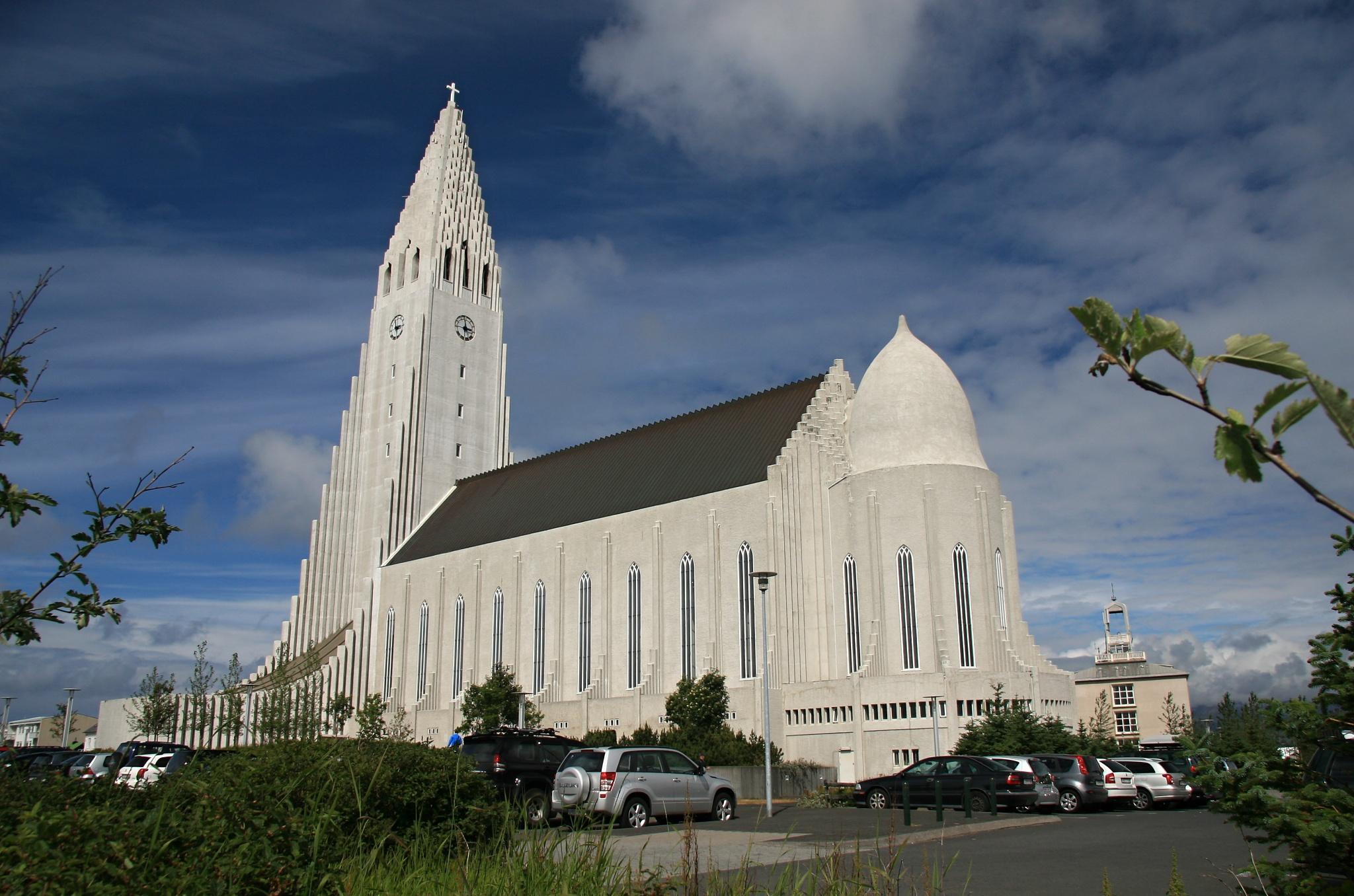 Katedrála Hallgrímskirkja z druhé strany