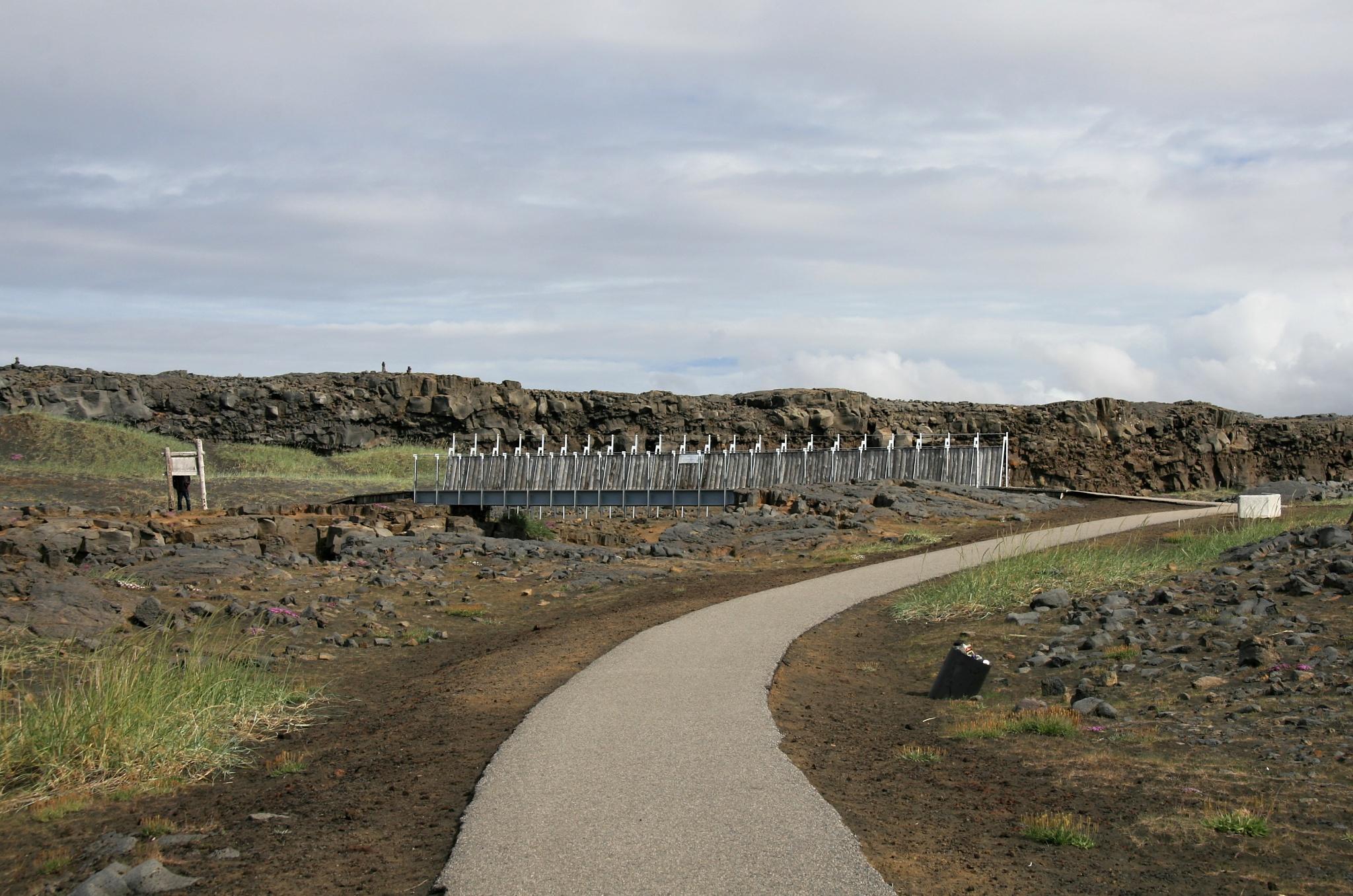 Blížíme se k mostu přes pevninský zlom