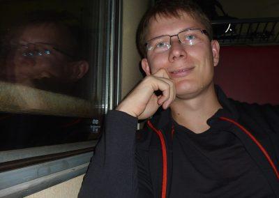 Ve vlaku, plni očekávání