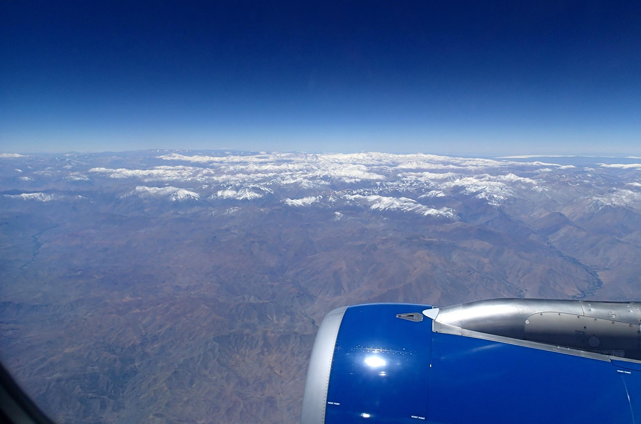 Letíme na sever do Ariky, v pozadí Andy