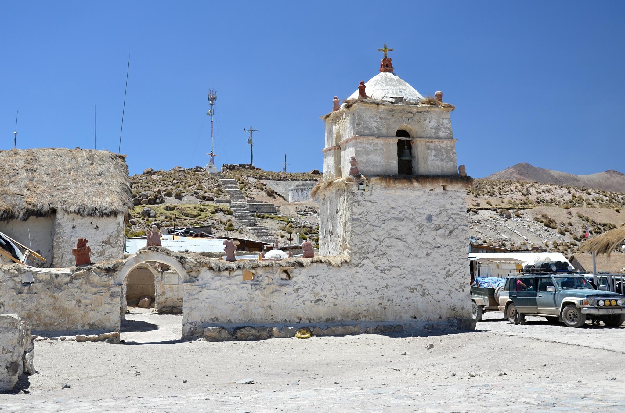Kostelík v nejvýše položené vesnici v Chile, v Parinacotě