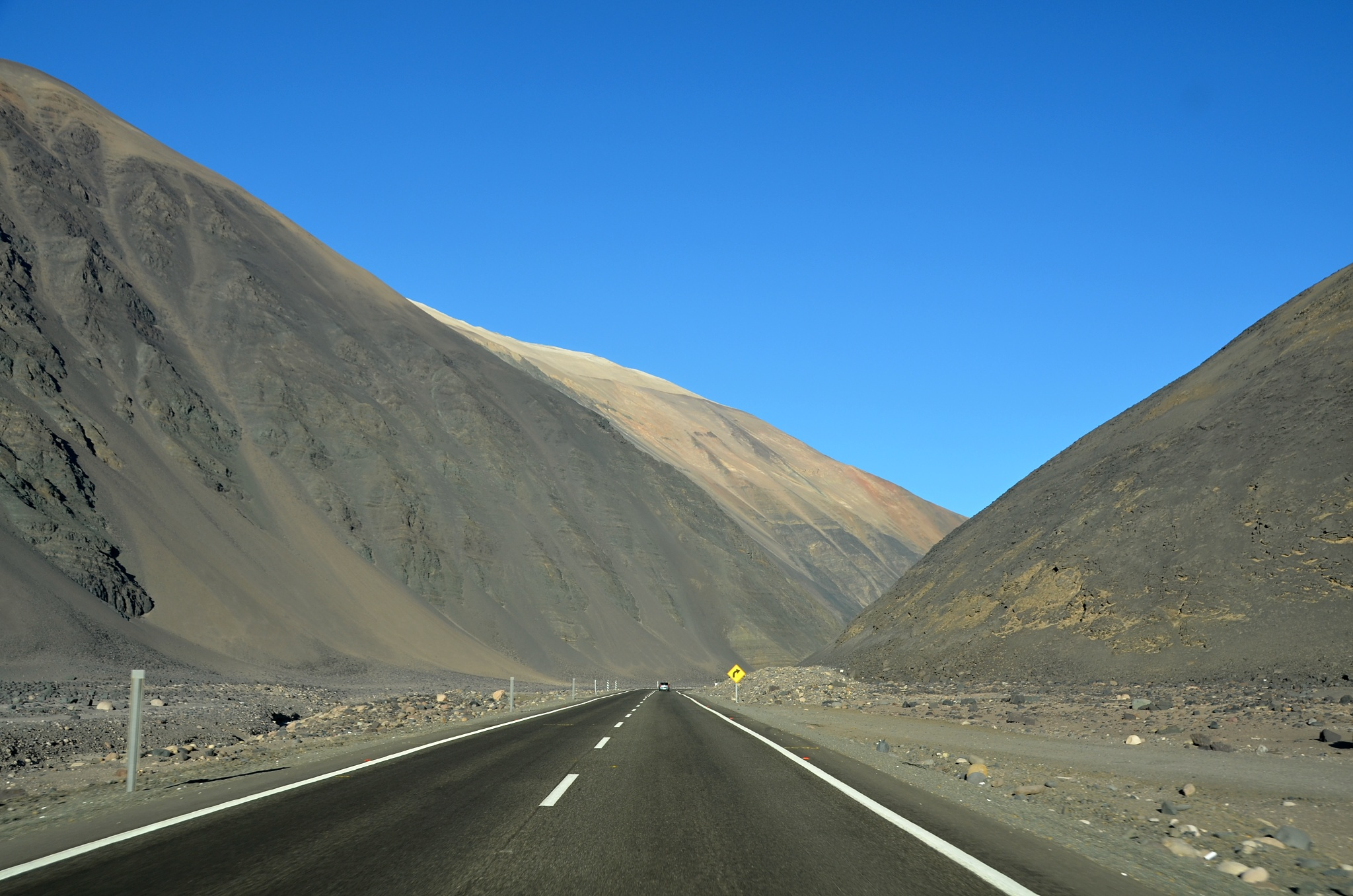 Ošklivá měsíční krajina na cestě do Iquique