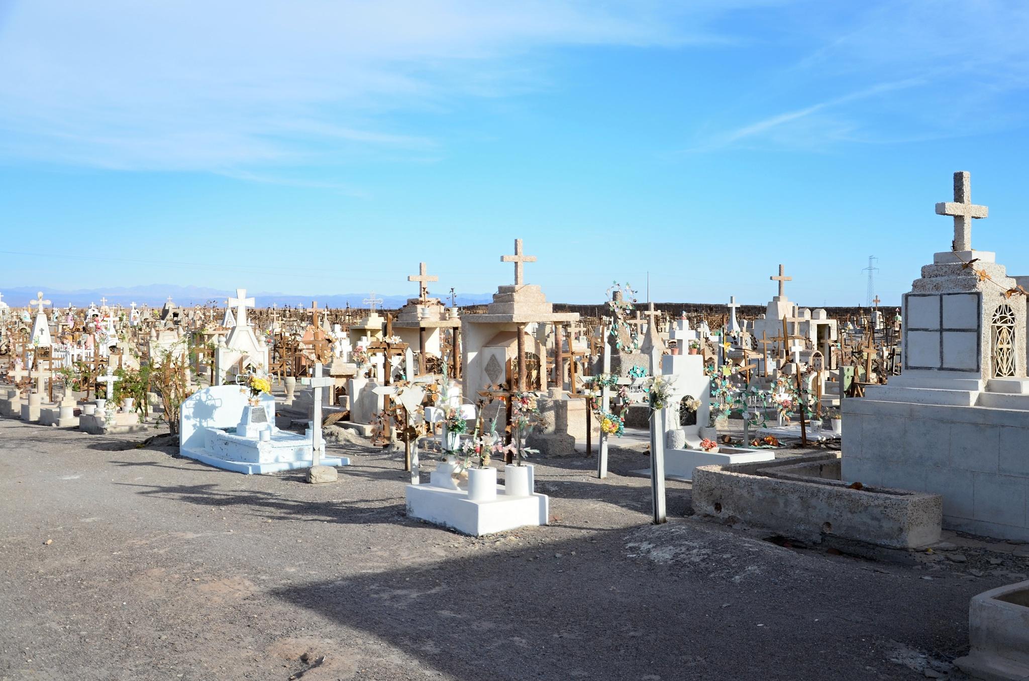 Malebný hřbitůvek u silnice