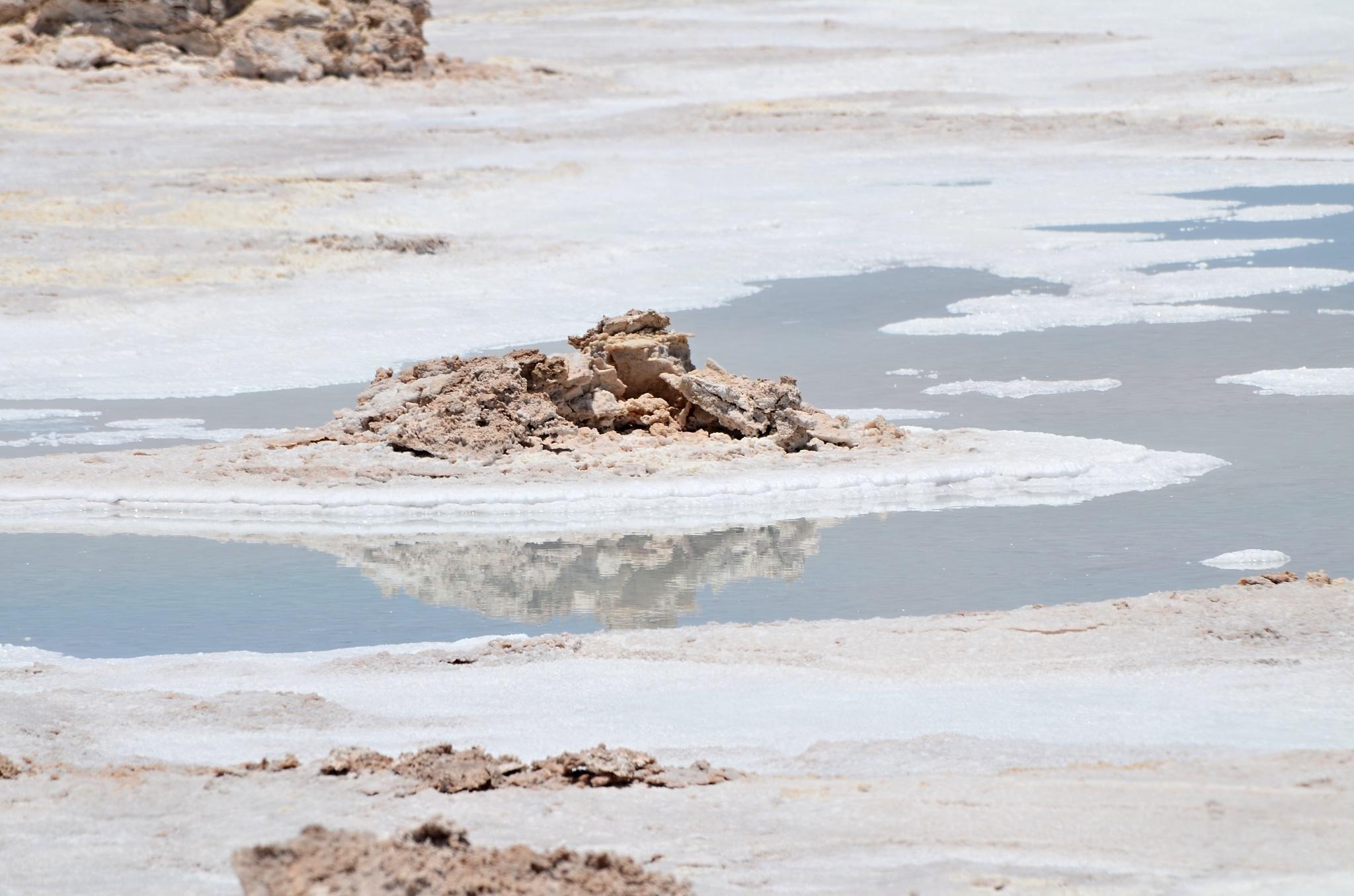 Kopce soli rozpuštěné v trošce vody