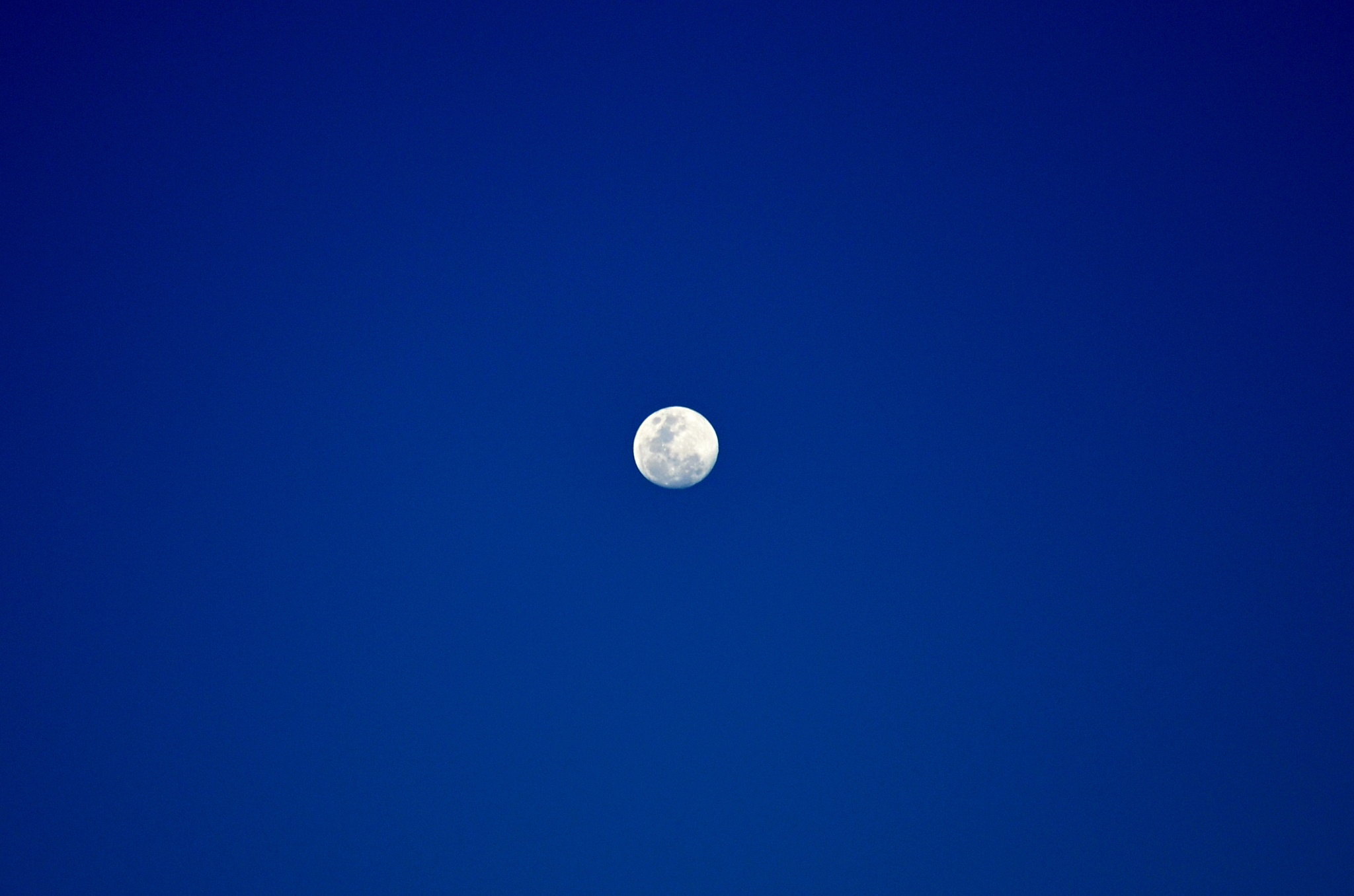 Měsíc je skoro v úplňku